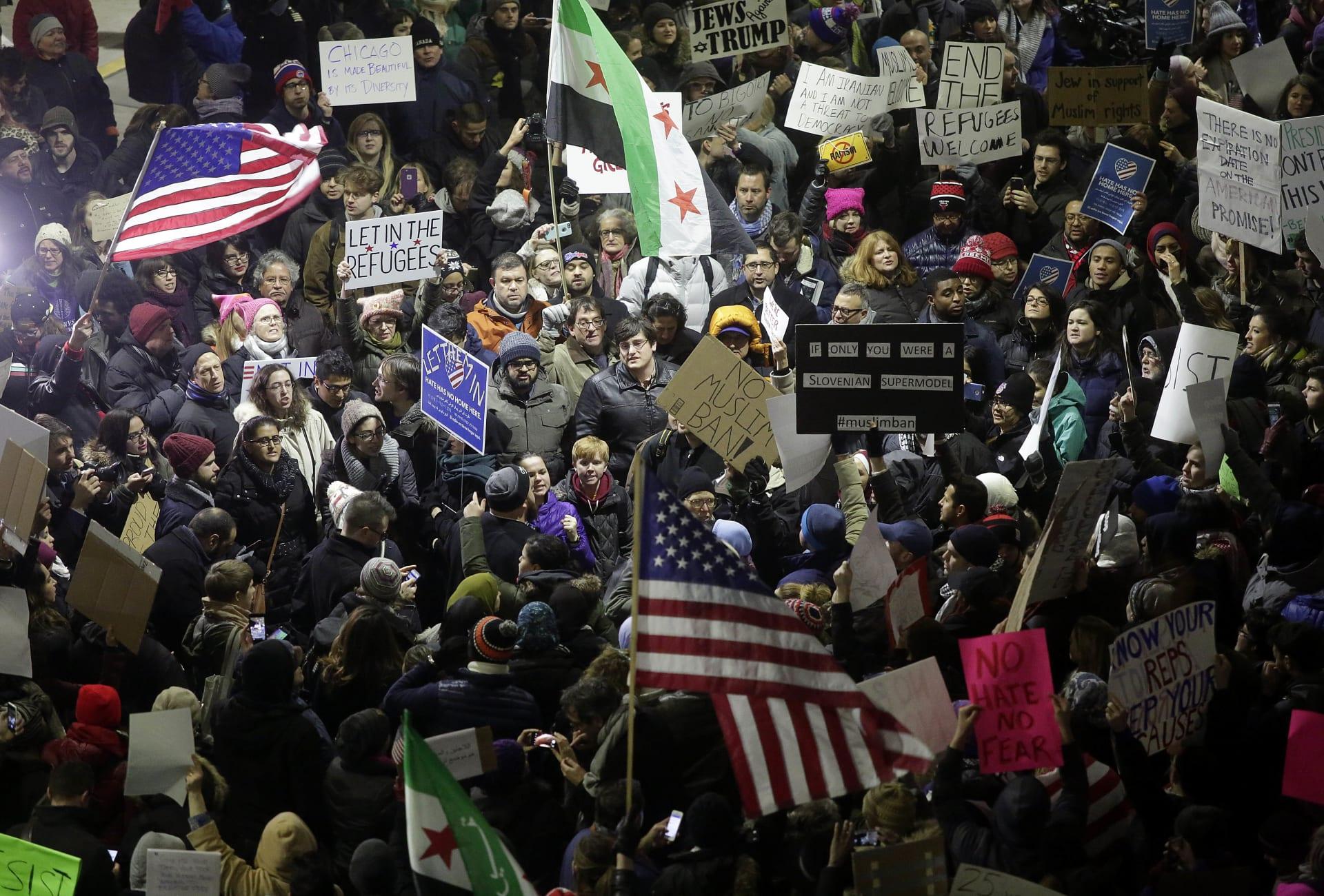 """الحشد الشعبي يطالب بحظر دخول الأمريكيين للعراق.. ومقتدى الصدر يرد على """"تعالي"""" ترامب"""