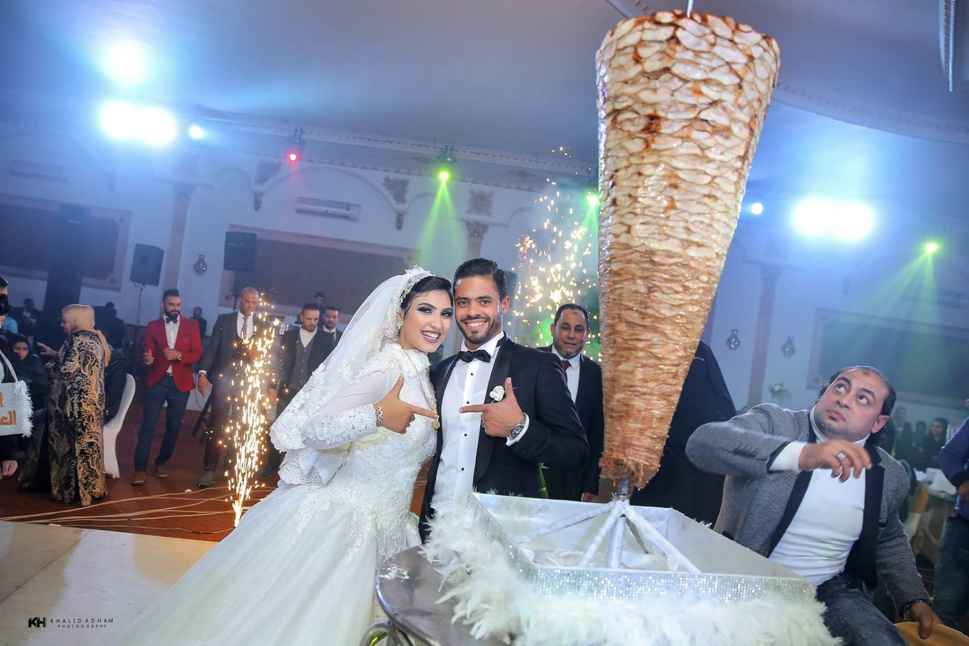عريس الشاورما: حماي فاجأني بسيخ الشاورما بزفافي وبعلم زوجتي