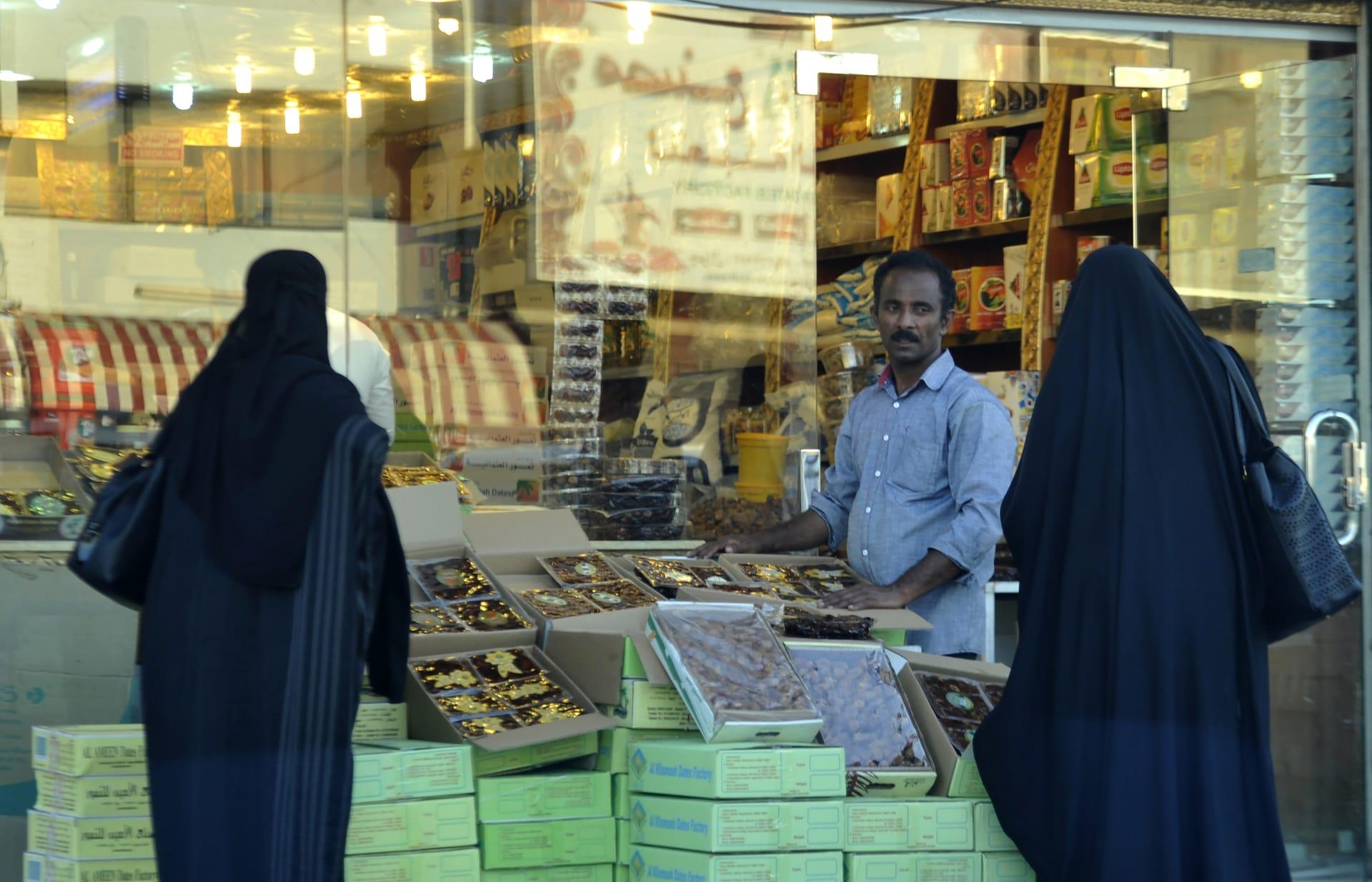 تباطؤ الاقتصاد في السعودية يخفض أسعار المستهلكين لأول مرة منذ سنوات