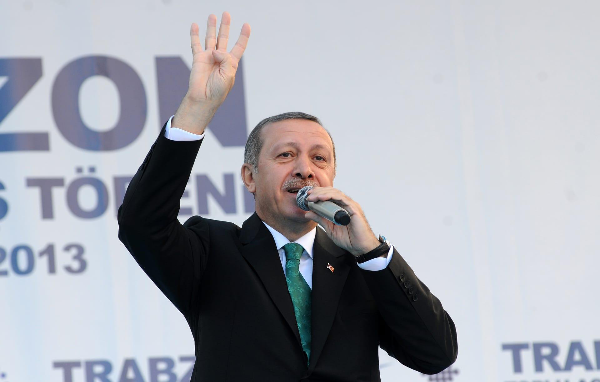 """بعد نتائج الاستفتاء.. """"الإخوان المسلمين"""" تهنئ أردوغان: درس بليغ في الديمقراطية"""