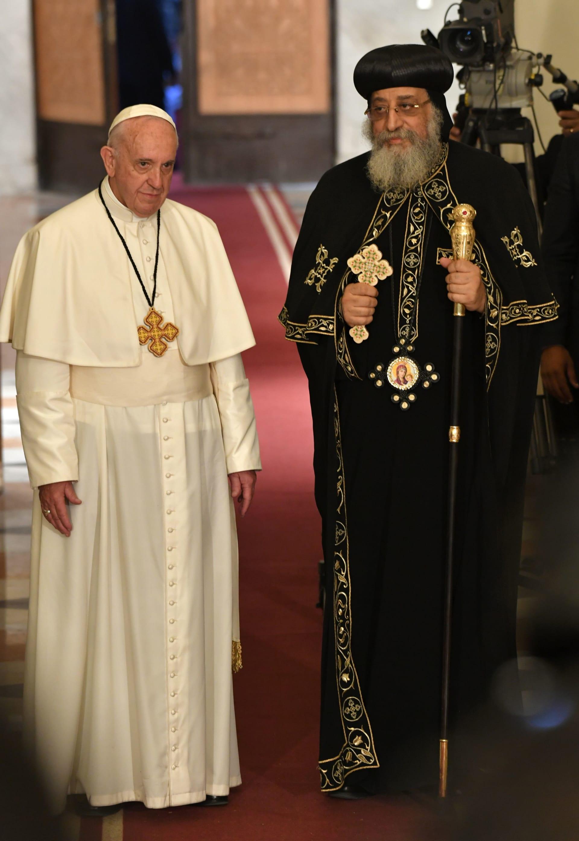 """""""سر المعمودية"""".. خلاف بين الكاثوليك والأرثوذكس ينهيه تواضروس وفرانسيس"""