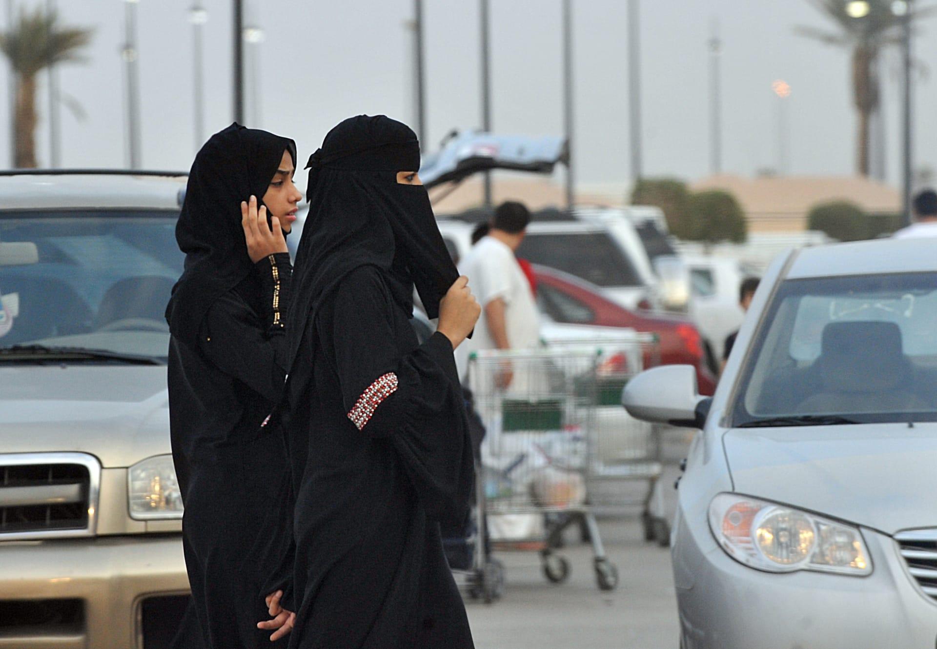 عضو بمجلس الشورى السعودي توقعت في مقابلة مع CNN صدور أمر ملكي بالسماح للمرأة بالقيادة