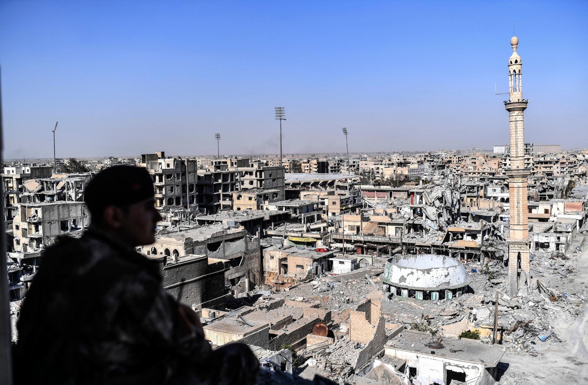 داعش يفقد عاصمته بالرقة.. ماذا يحمل المستقبل للتنظيم والمدينة؟