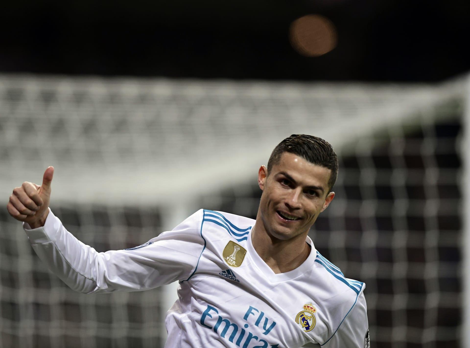رونالدو يحقق الكرة الذهبية الخامسة ويعادل رقم ميسي