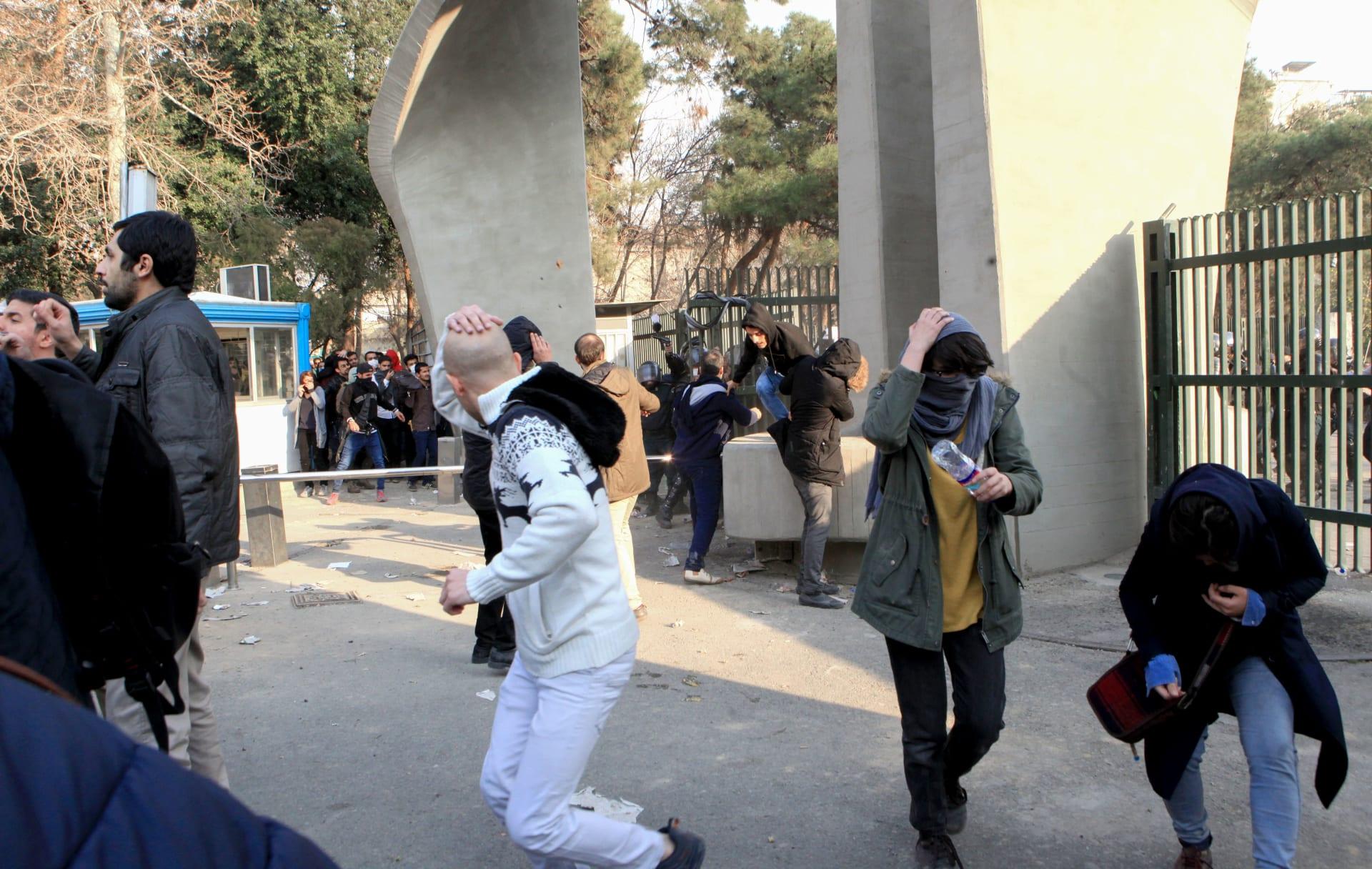 محللون: الشباب الإيراني يريد التحرر.. لكنه لن يحمل السلاح