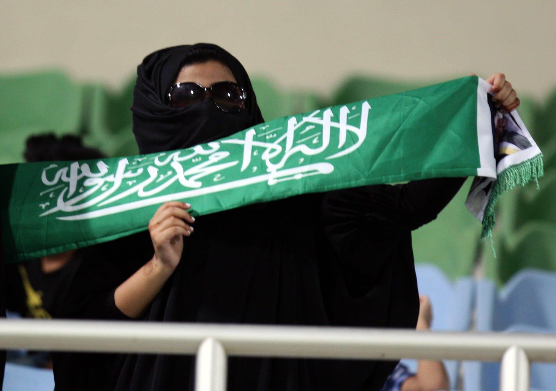 شاهد الصور الأولى لدخول العائلات إلى ملعب الملك عبد الله في جدة