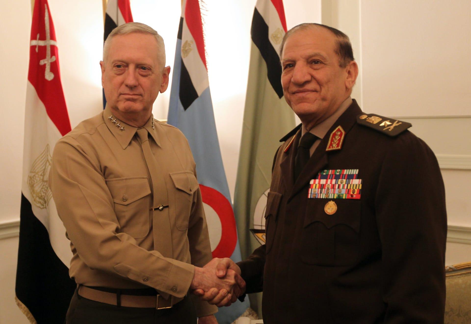 الجيش المصري يستدعي الفريق عنان للتحقيق بعد ترشحه للرئاسة