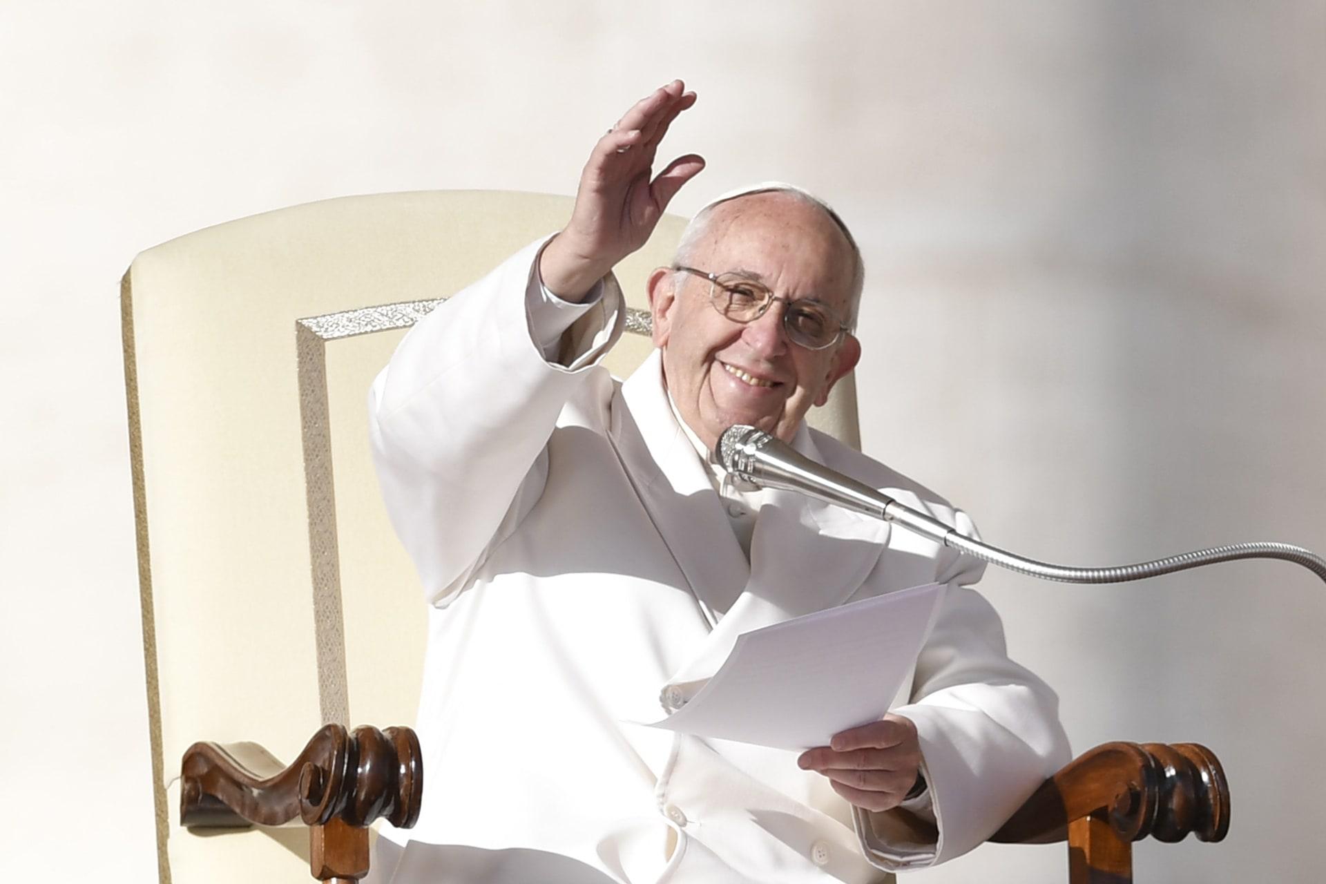 """البابا يتحدث عن """"الأخبار المزيفة"""".. هل يقصد ترامب؟"""