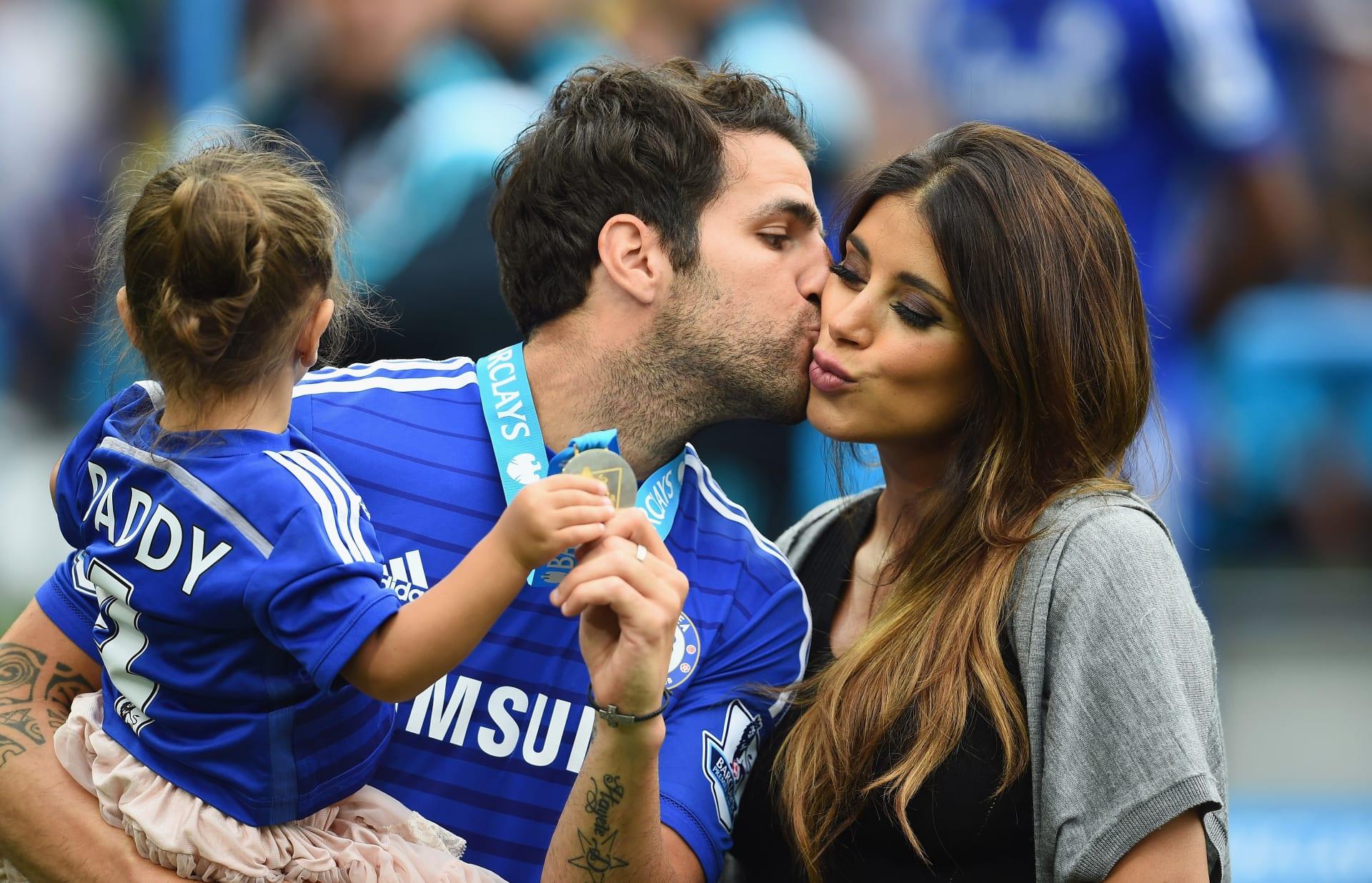 هكذا احتفل نجوم كرة القدم بعيد الحب مع شريكات حياتهم