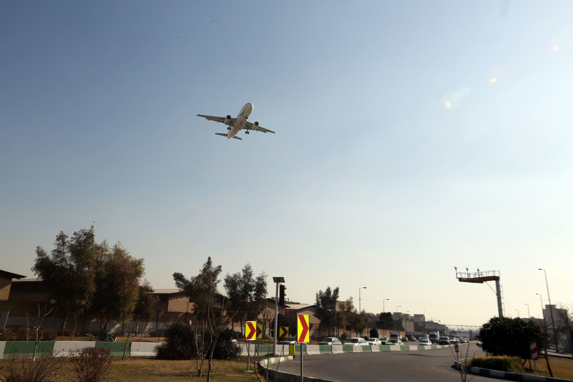 تحطم طائرة إيرانية ومقتل ركابها الـ66 خلال رحلة داخلية