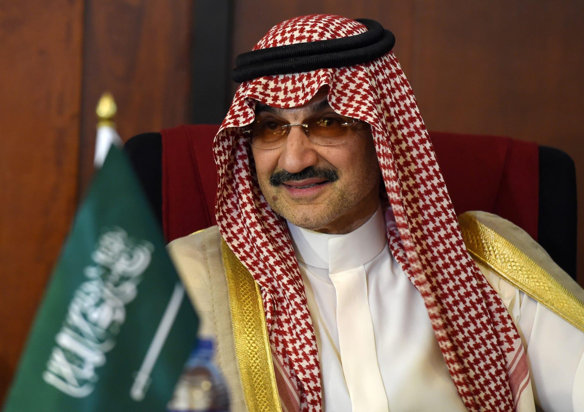 رئيس الهلال يستلم دعما ماليا بقيمة مليوني ريال من الوليد بن طلال