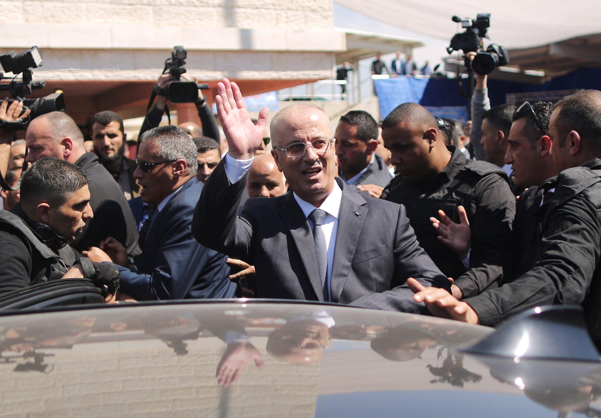 رئيس الوزراء الفلسطيني ينجو من محاولة اغتيال واتهامات لحماس بالوقوف وراء التفجير