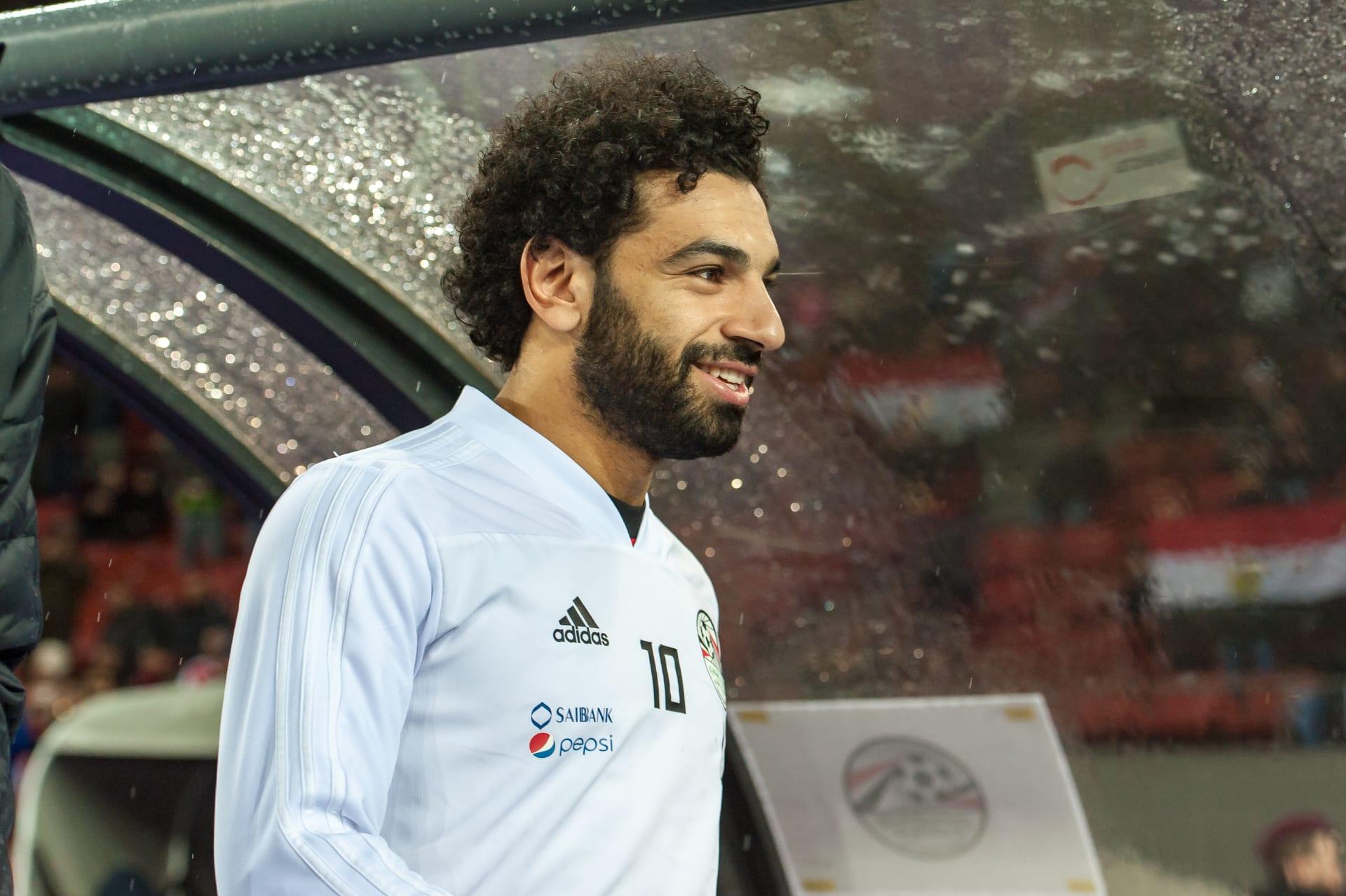 محمد صلاح يفاجئ المشجعين الصغار لليفربول وأحدهم يسأل: هل هذا أنت حقا؟