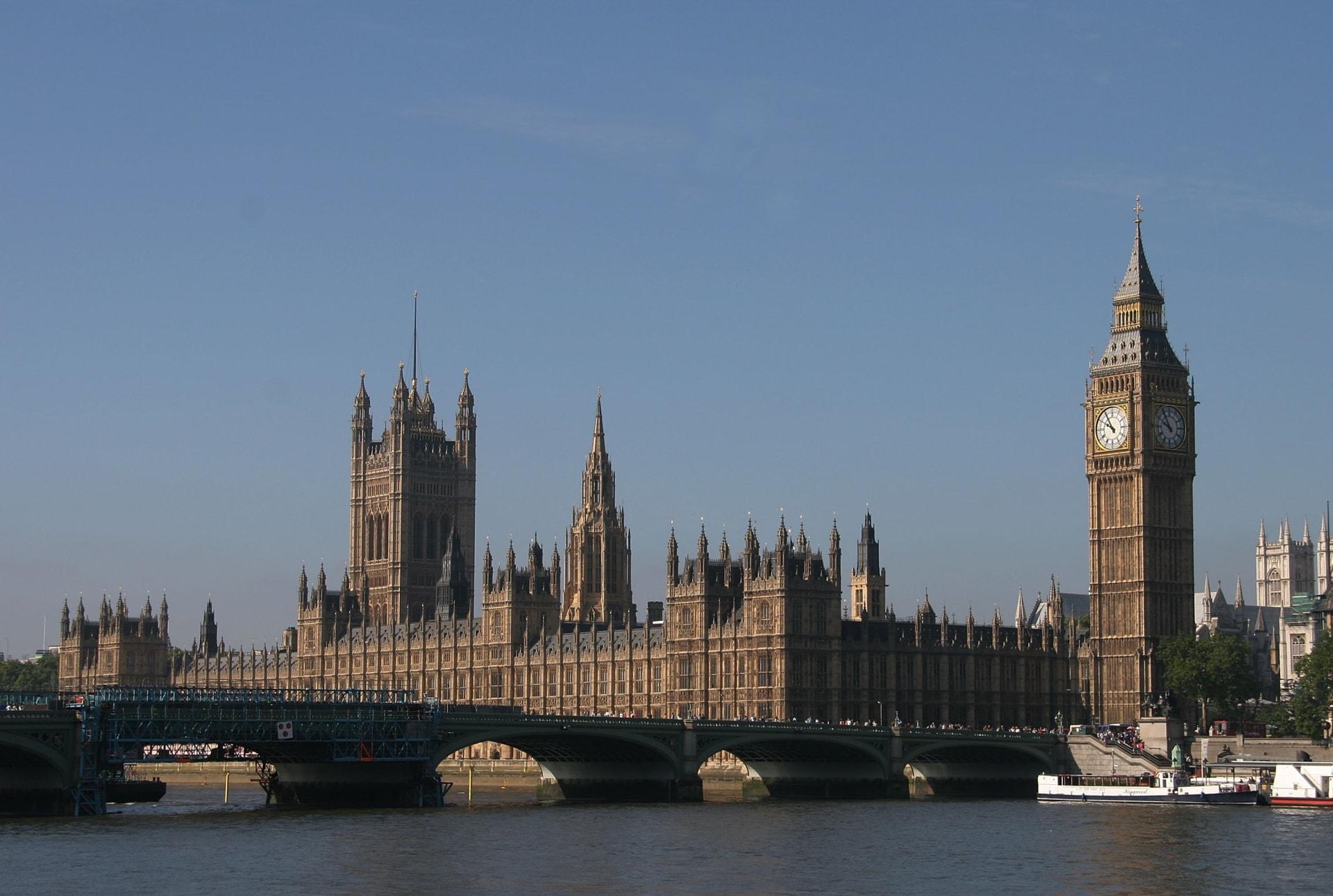 """الخارجية البريطانية تدعو لـ """"تحقيق عاجل"""" في دوما"""