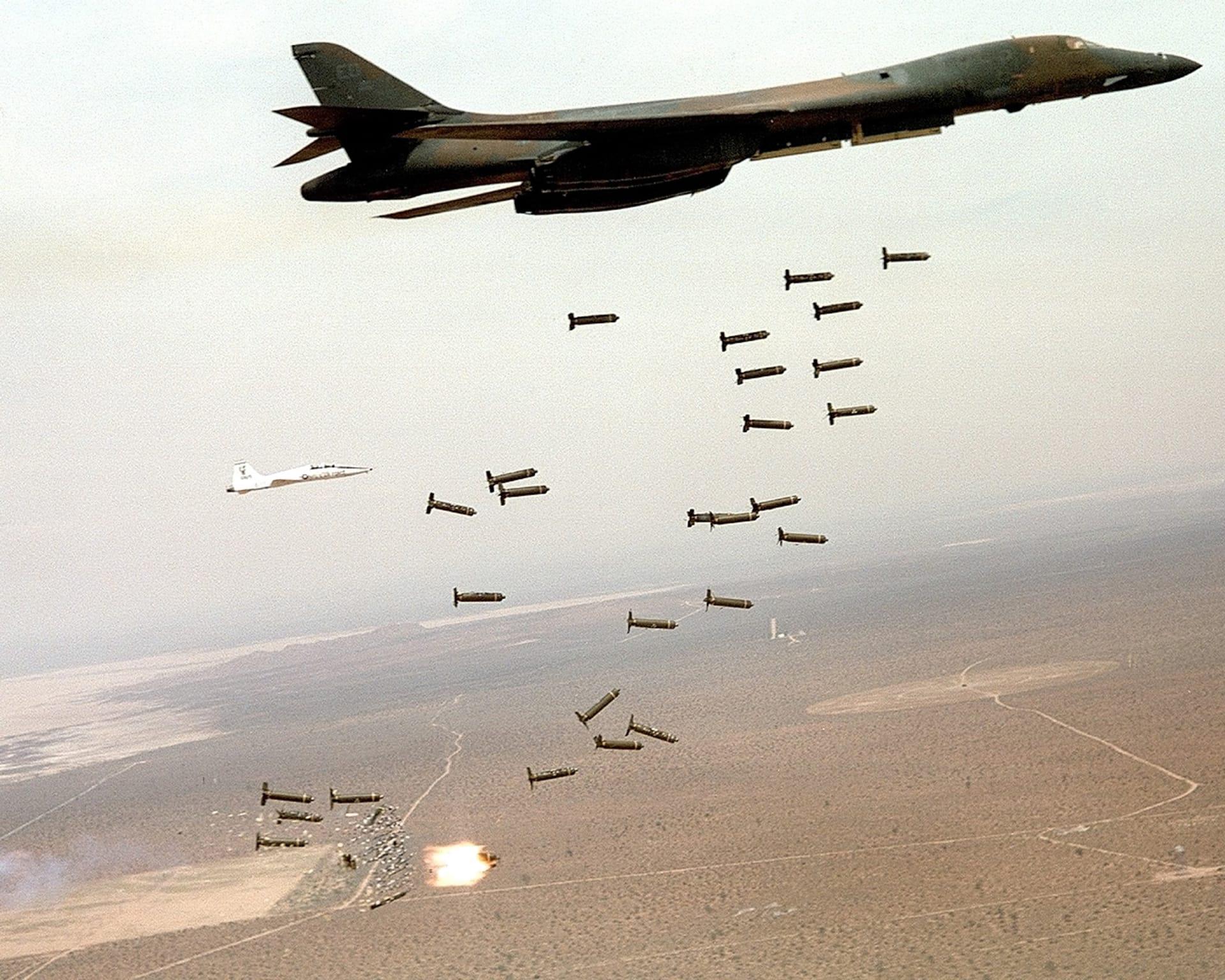 مصادر: قاذفات B1 وبارجة واحدة على الأقل بالبحر الأحمر شاركت بضربات سوريا