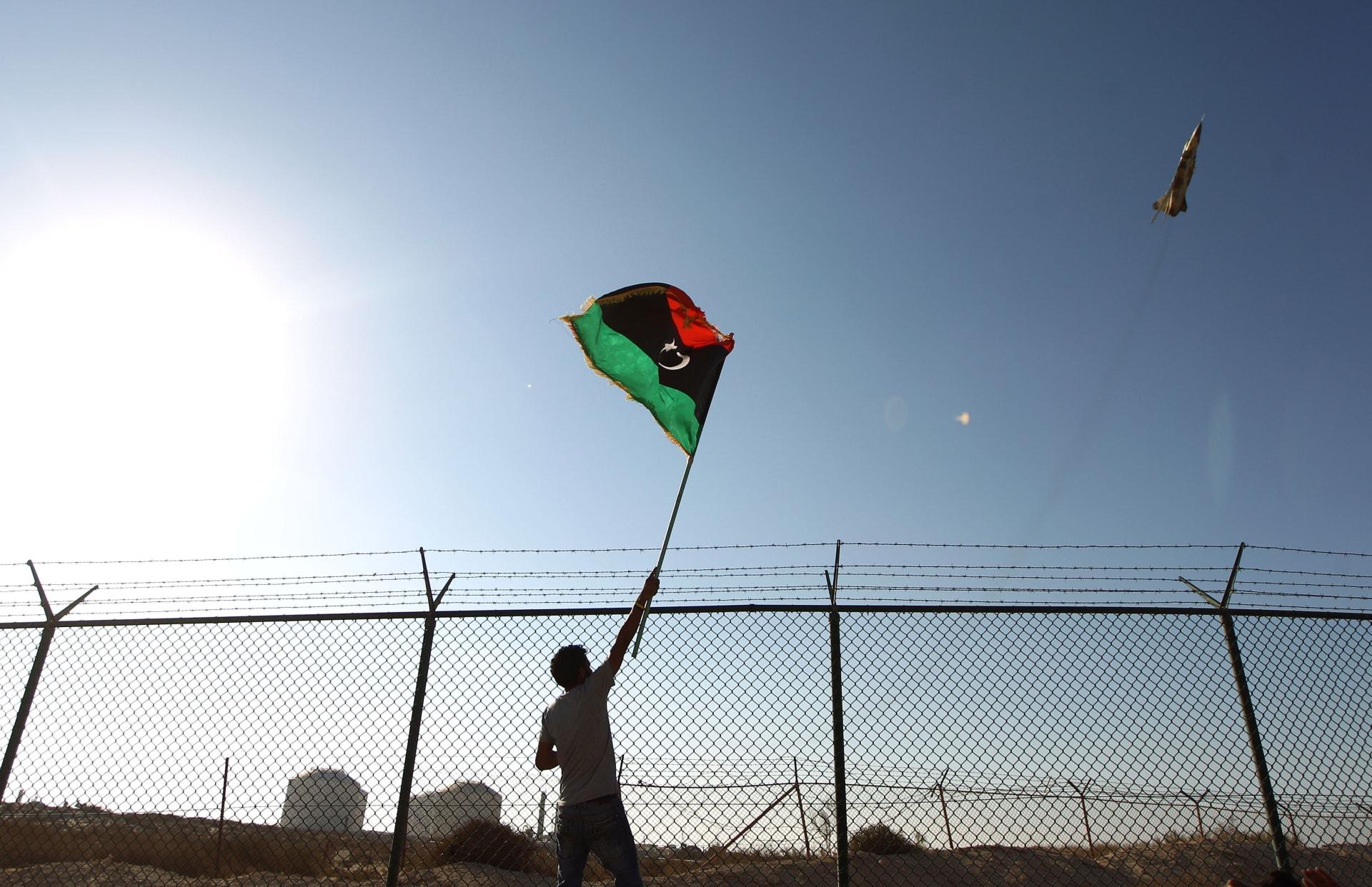 تحطم طائرة عسكرية ليبية ومقتل 3 أفراد من طاقمها غربي البلاد