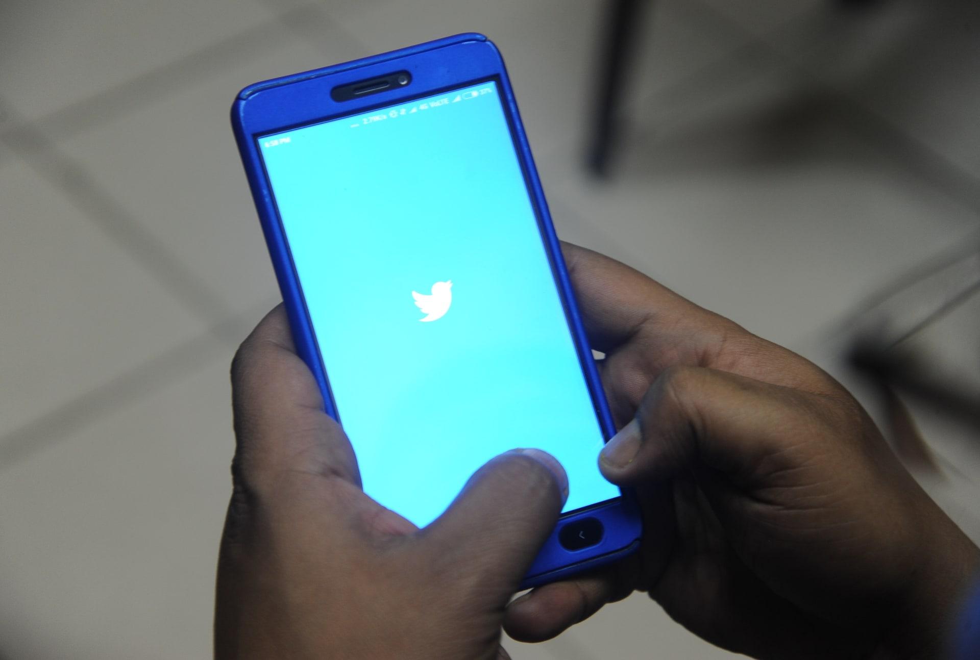 تويتر تنصح جميع مستخدميها بتغيير كلمة السر