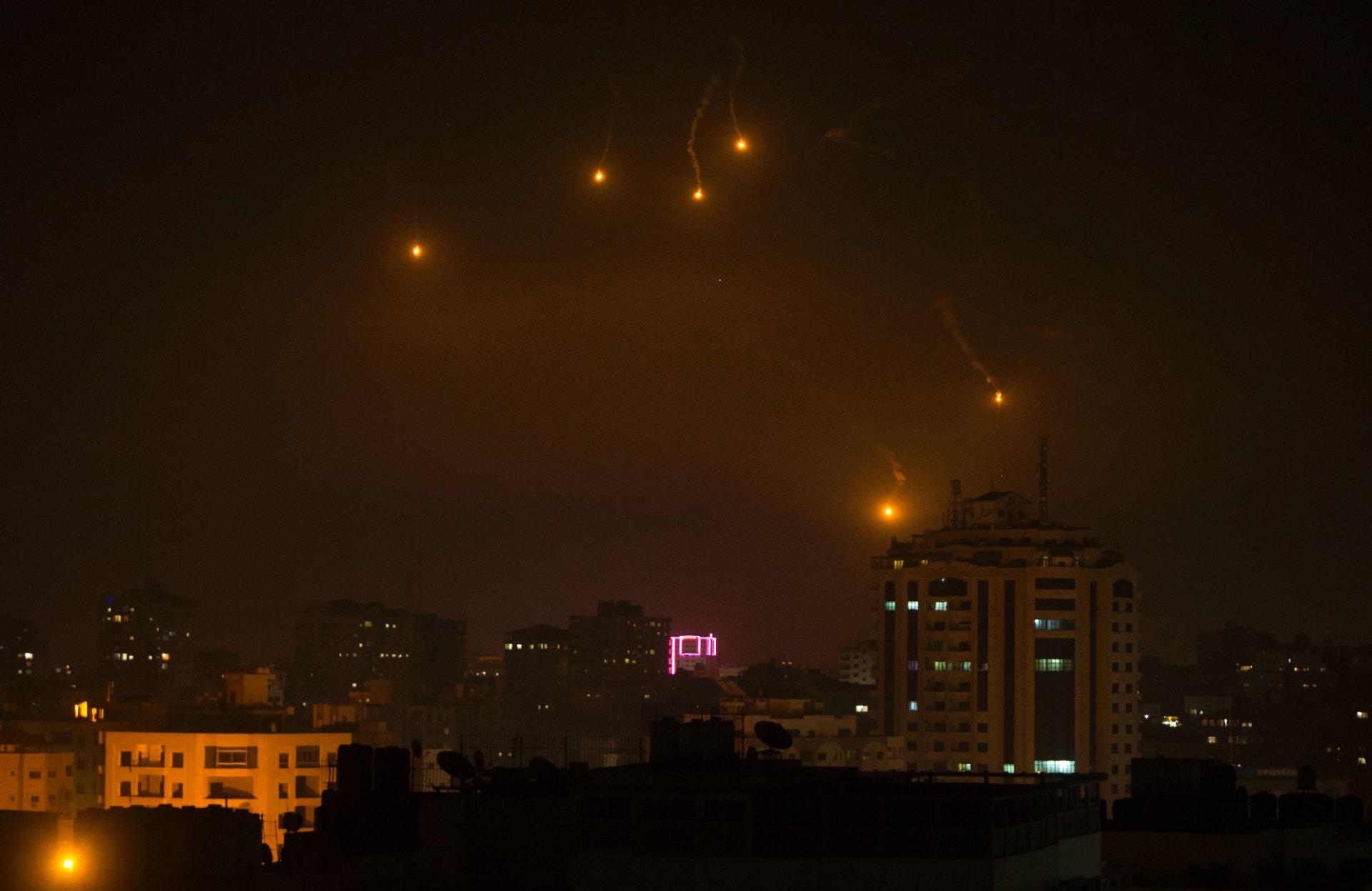 إسرائيل تعترض أكثر من 25 قذيفة من غزة