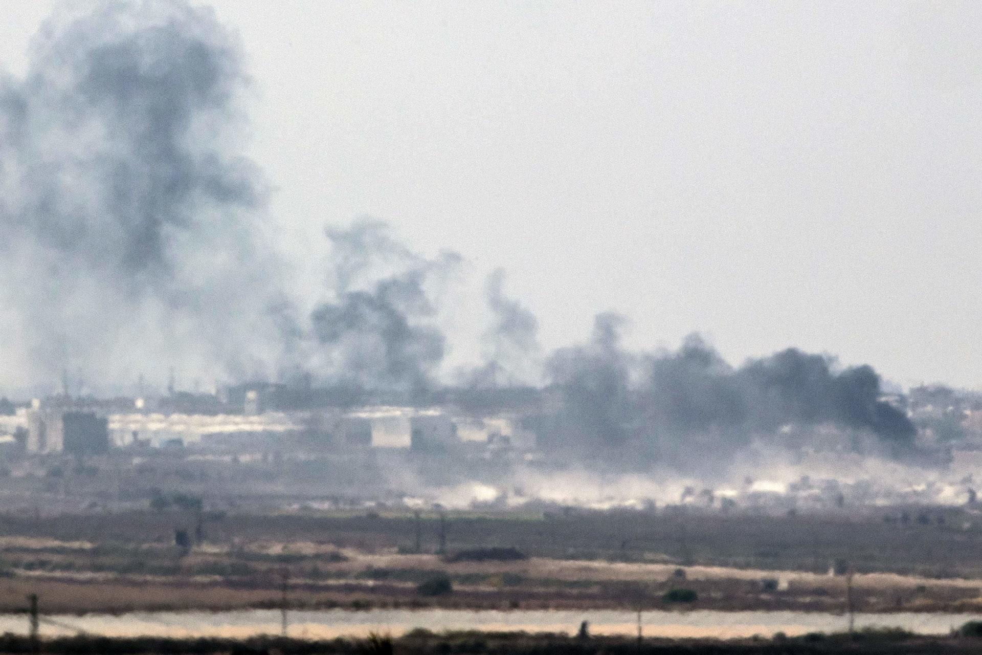 إسرائيل تشن أكثر من 30 غارة على غزة ردا على أكبر هجوم صاروخي منذ 2014
