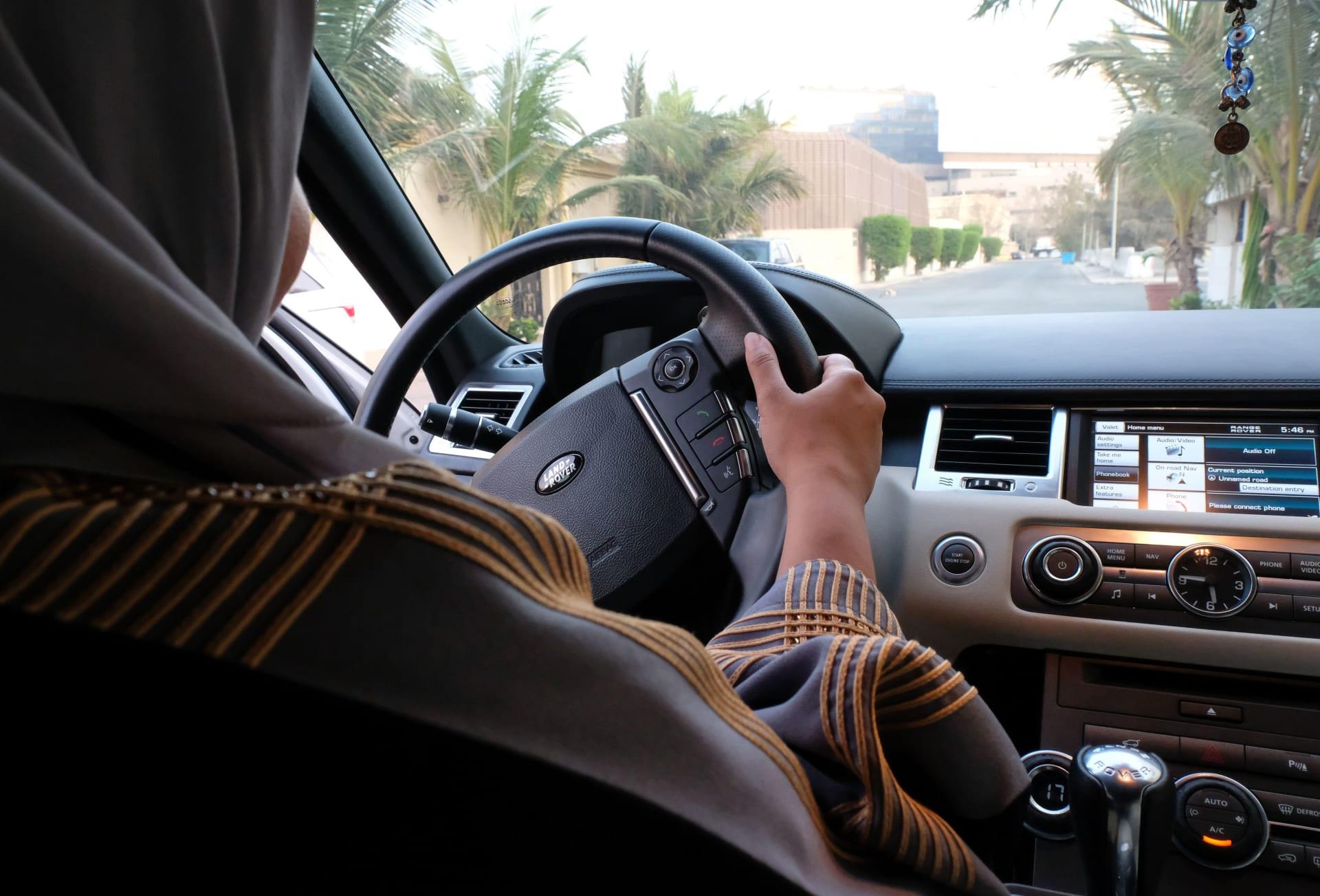 منح أول 10 رخص قيادة للنساء السعوديات في المملكة