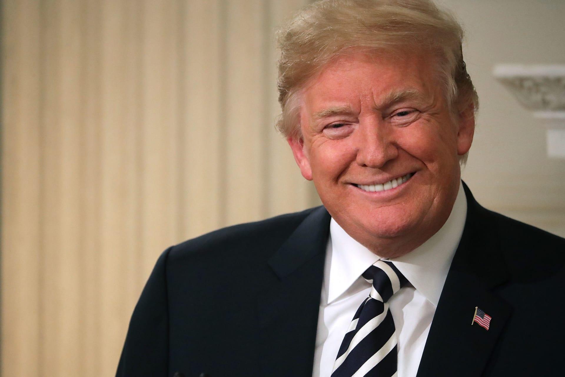 """ترامب على غلاف مجلة """"تايم"""" من جديد: ملك بتاج من ذهب"""