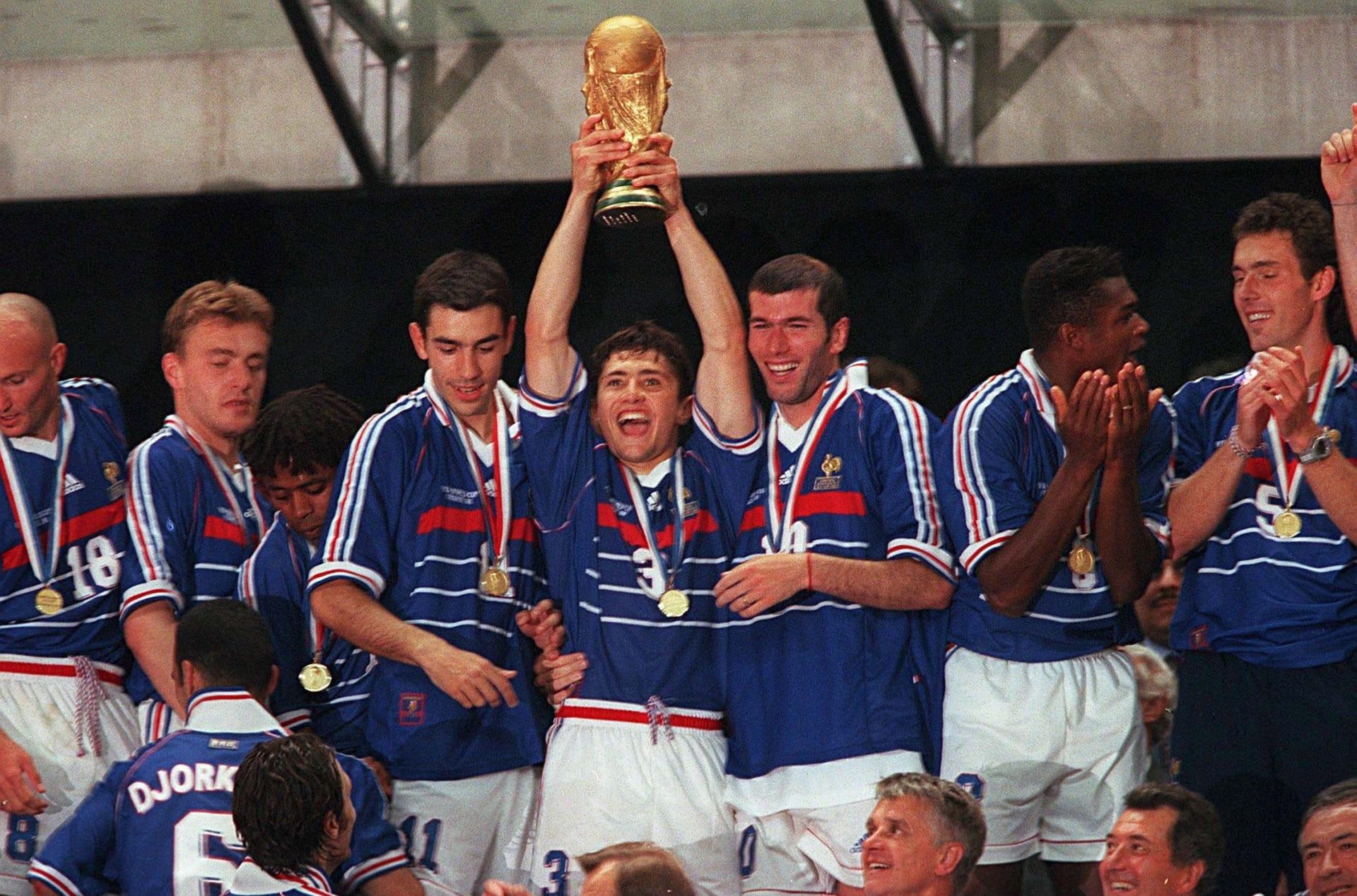 """هكذا وحّد منتخب """"قوس قزح"""" الشعب الفرنسي عام 1998"""