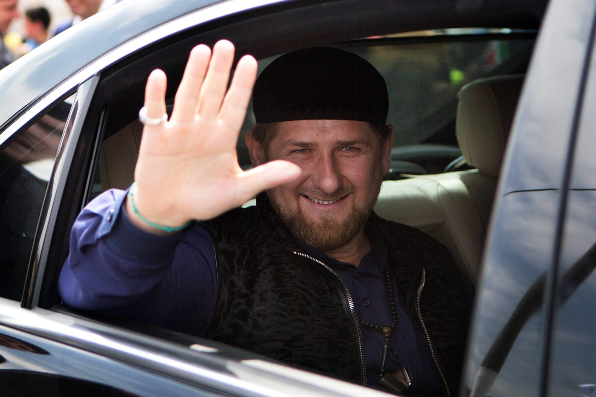 قديروف يزور محمد صلاح ويحضر أول تمرين لمصر في غروزني