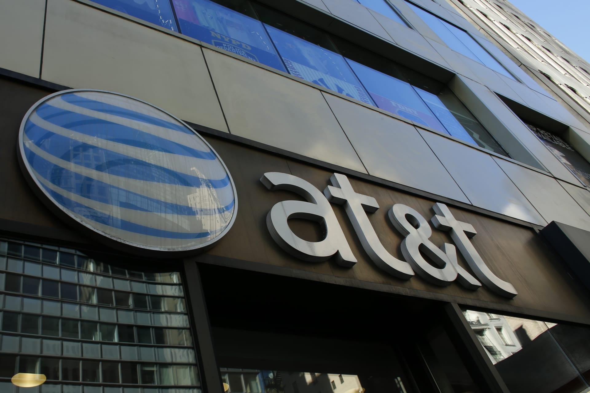 """حكم قضائي يسمح لشركة AT&T الأمريكية بالاستحواذ على """"تايم وارنر"""""""
