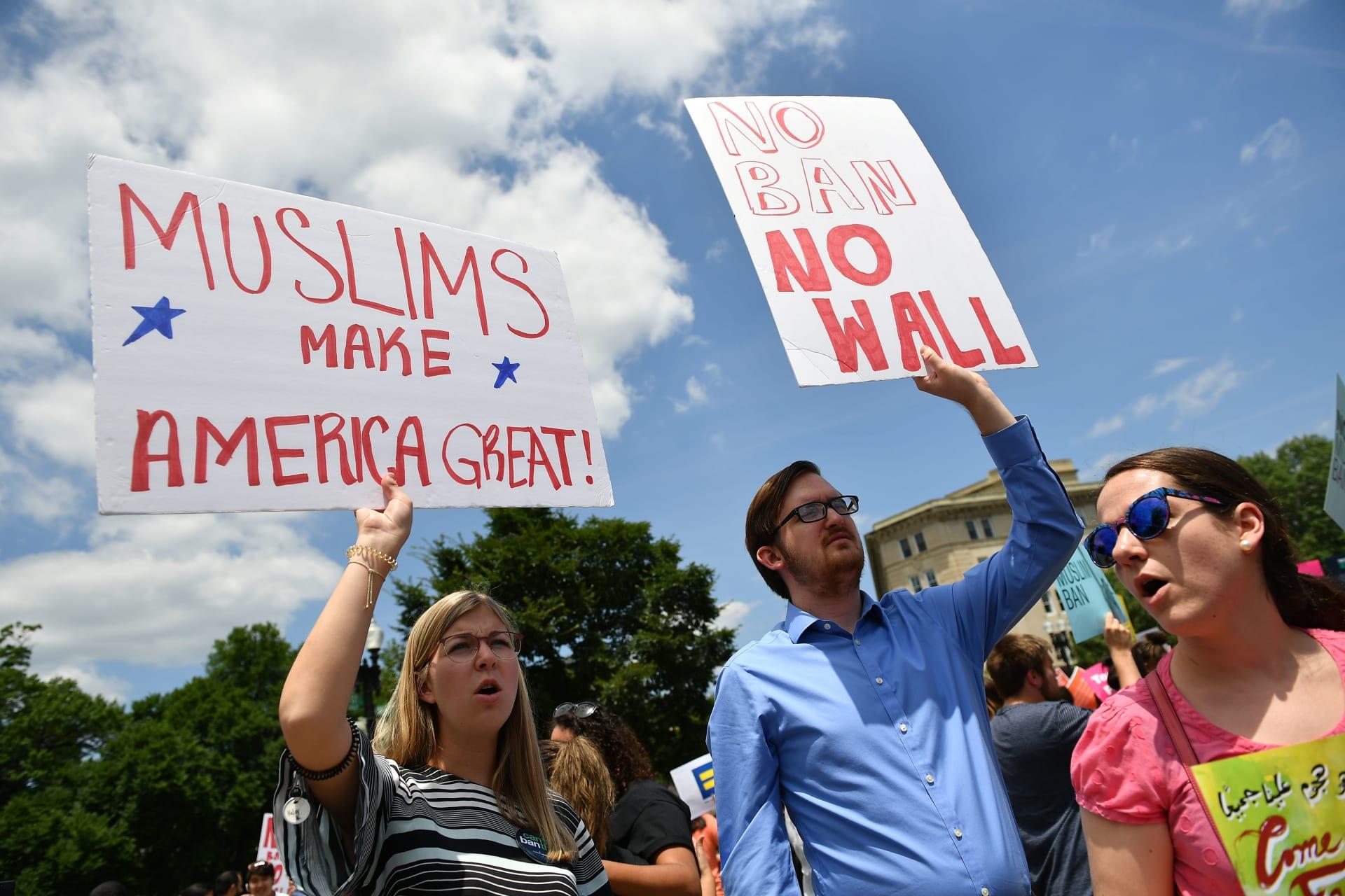 """المحكمة الأمريكية العليا تقر """"حظر السفر"""".. وترامب: انتصار كبير للشعب والدستور"""