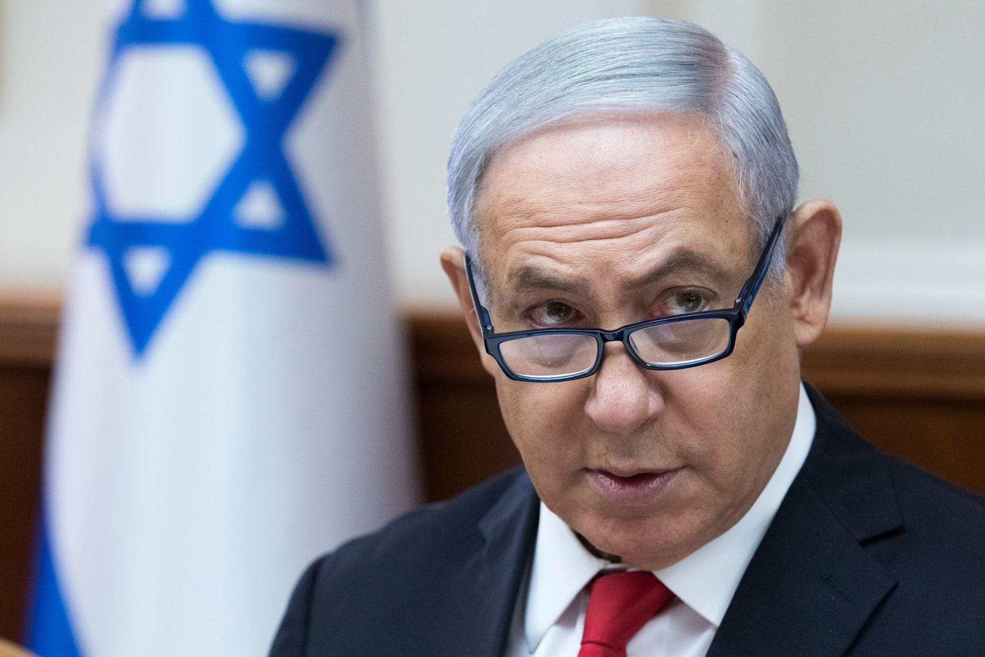 """نتنياهو يستعرض مهاراته الكروية ويأمل في مواجهة إيران بـ""""طهران الحرة"""""""