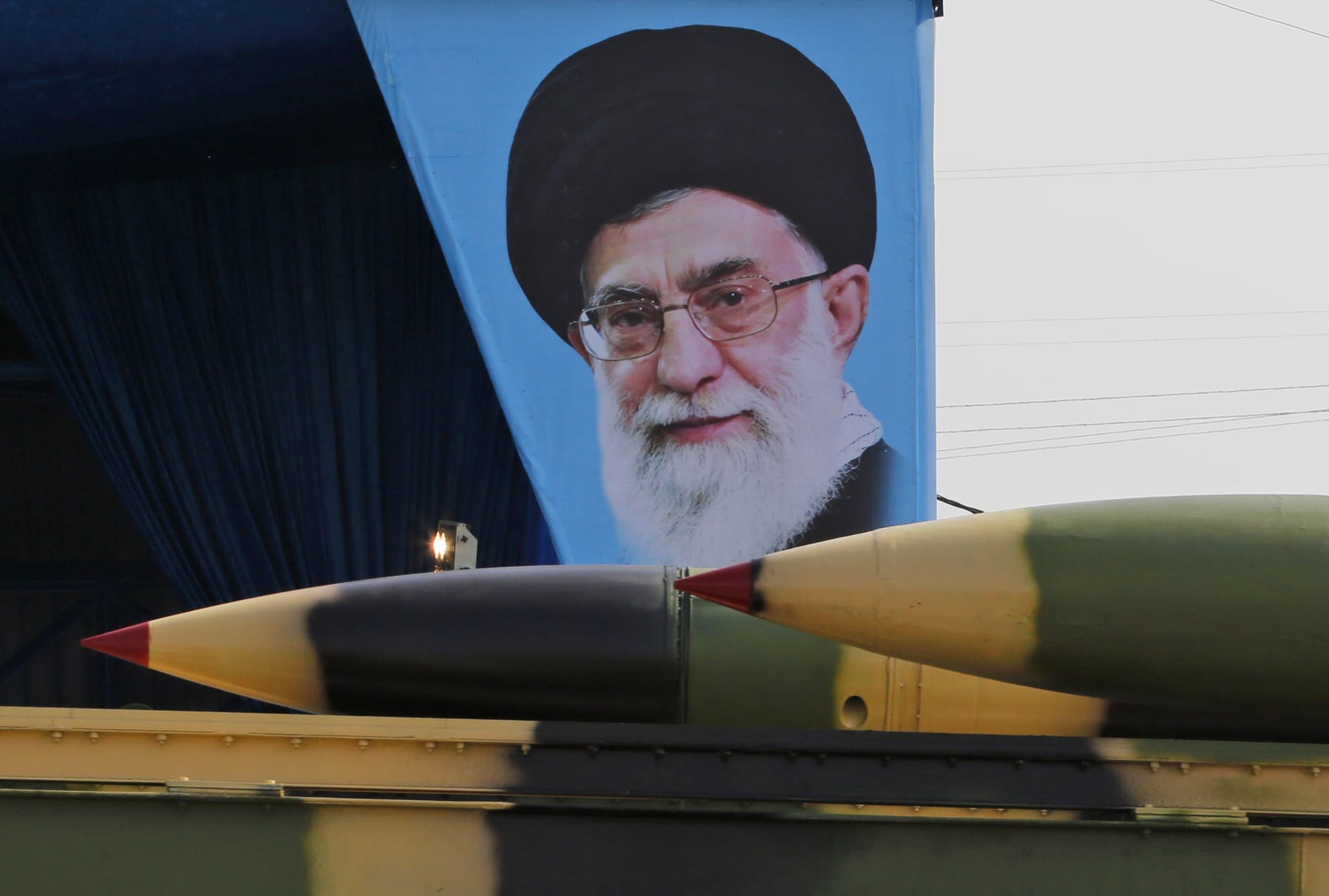"""خامنئي يقارن بين """"اقتدار"""" إيران و""""إذلال"""" دول أخرى"""