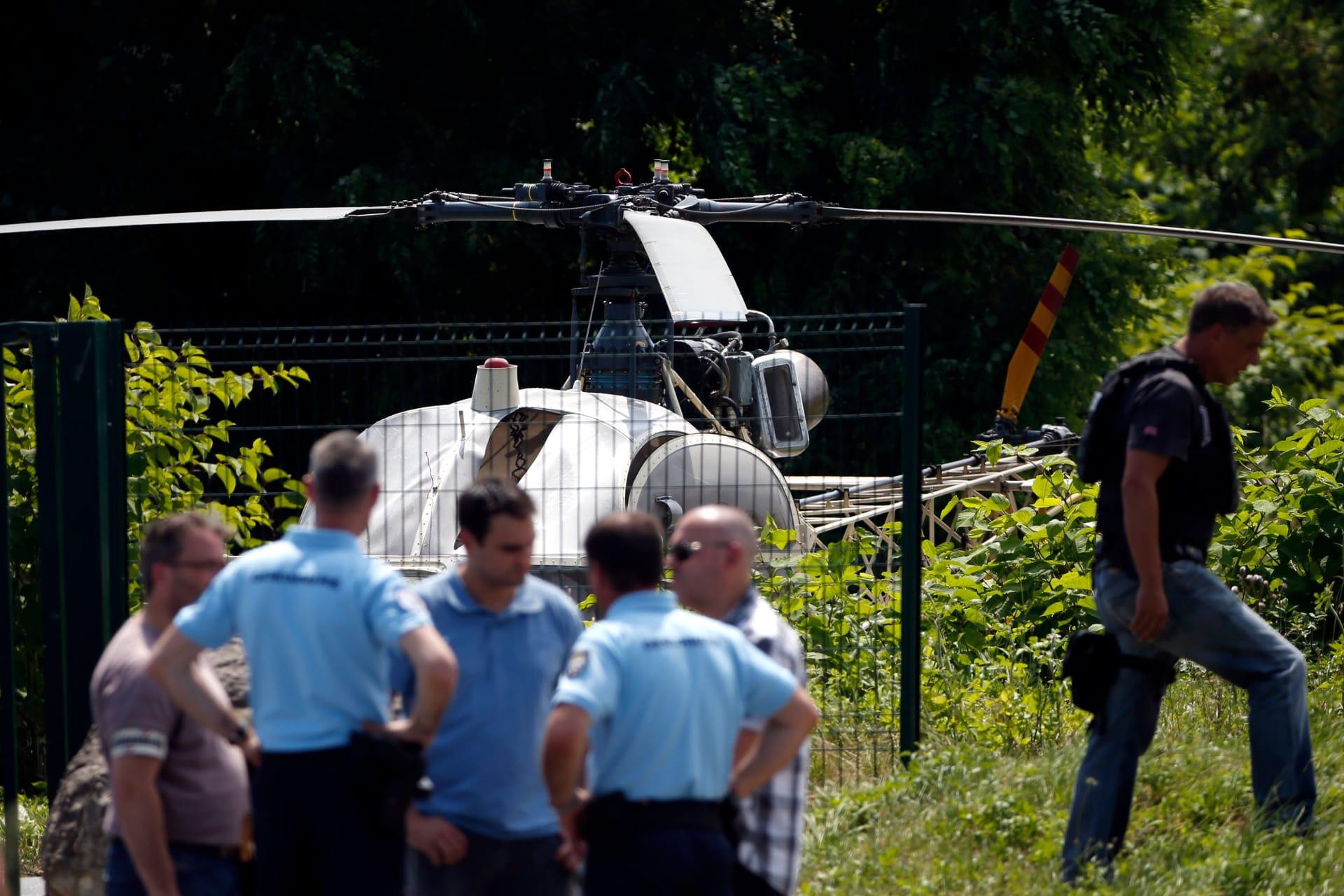 هروب سجين فرنسي بطائرة مروحية مختطفة.. والشرطة تلاحقه