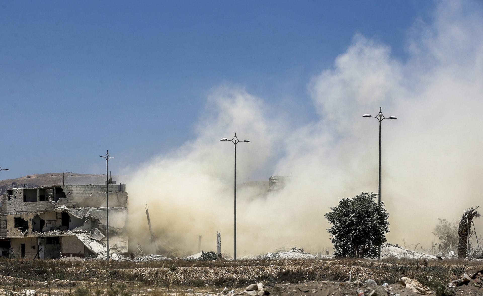 المرصد السوري: مقتل العشرات في قصف صاروخي شرق سوريا