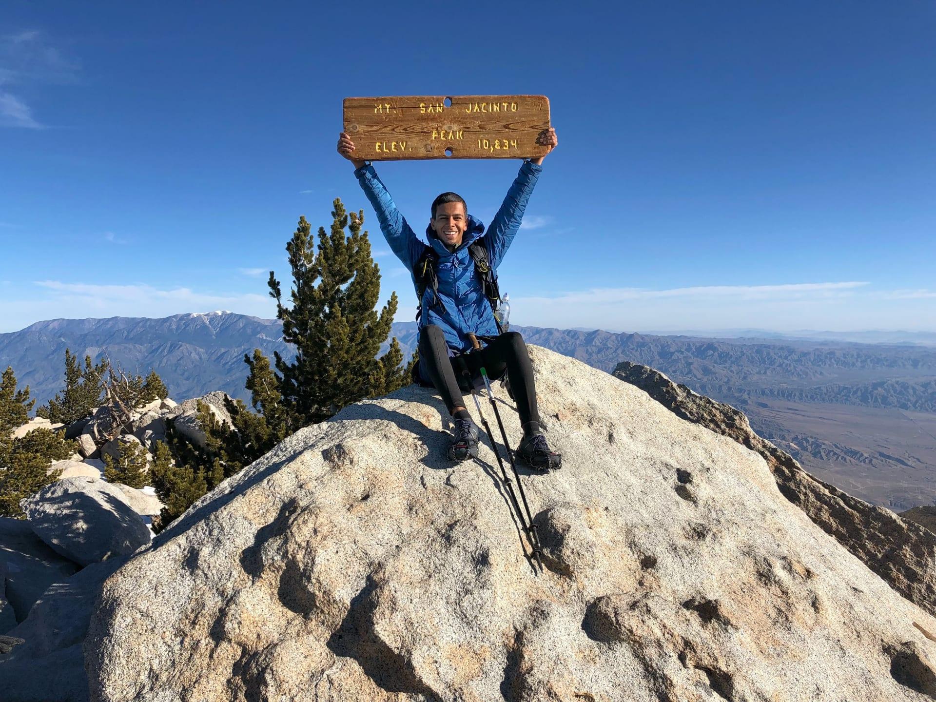 """على قمة جبل """"سان خوسينتو""""، أحد أعلى جبال جنوب ولاية كاليفورنيا."""