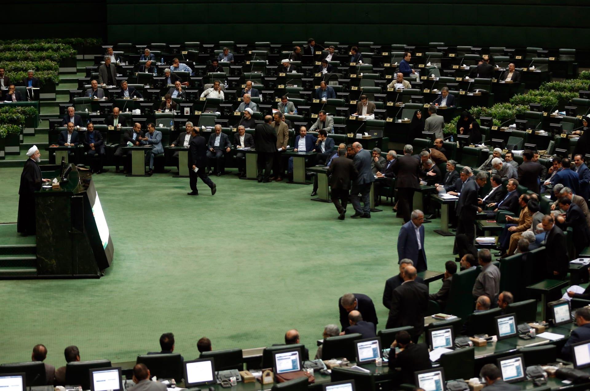إيران تعين4 وزراء لحقائب اقتصادية قبيل العقوبات الأمريكية