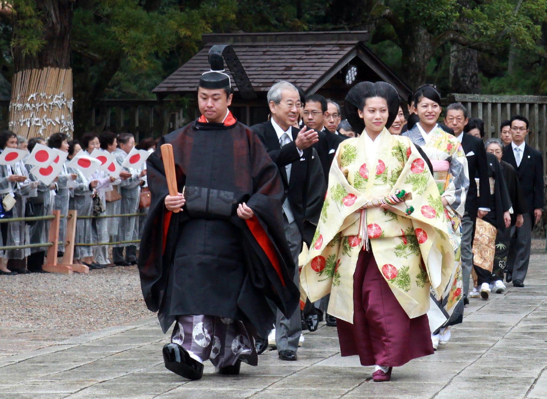 ما الذي سترتديه الأميرة أياكو اليابانية يوم زفافها؟