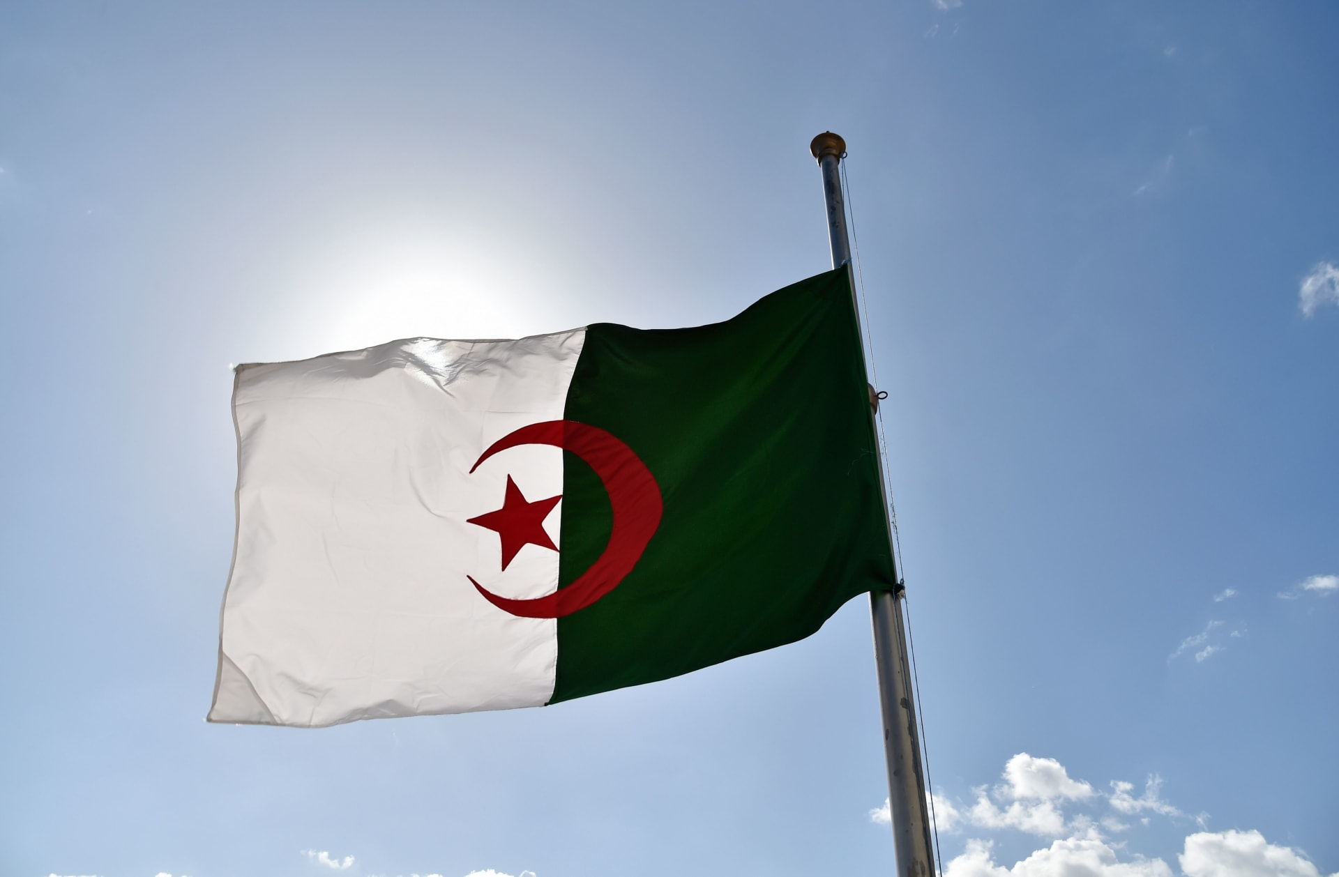 الجزائر تتوقع انخفاضا كبيرا في احتياطيات النقد الأجنبي خلال 3 سنوات.. لماذا؟