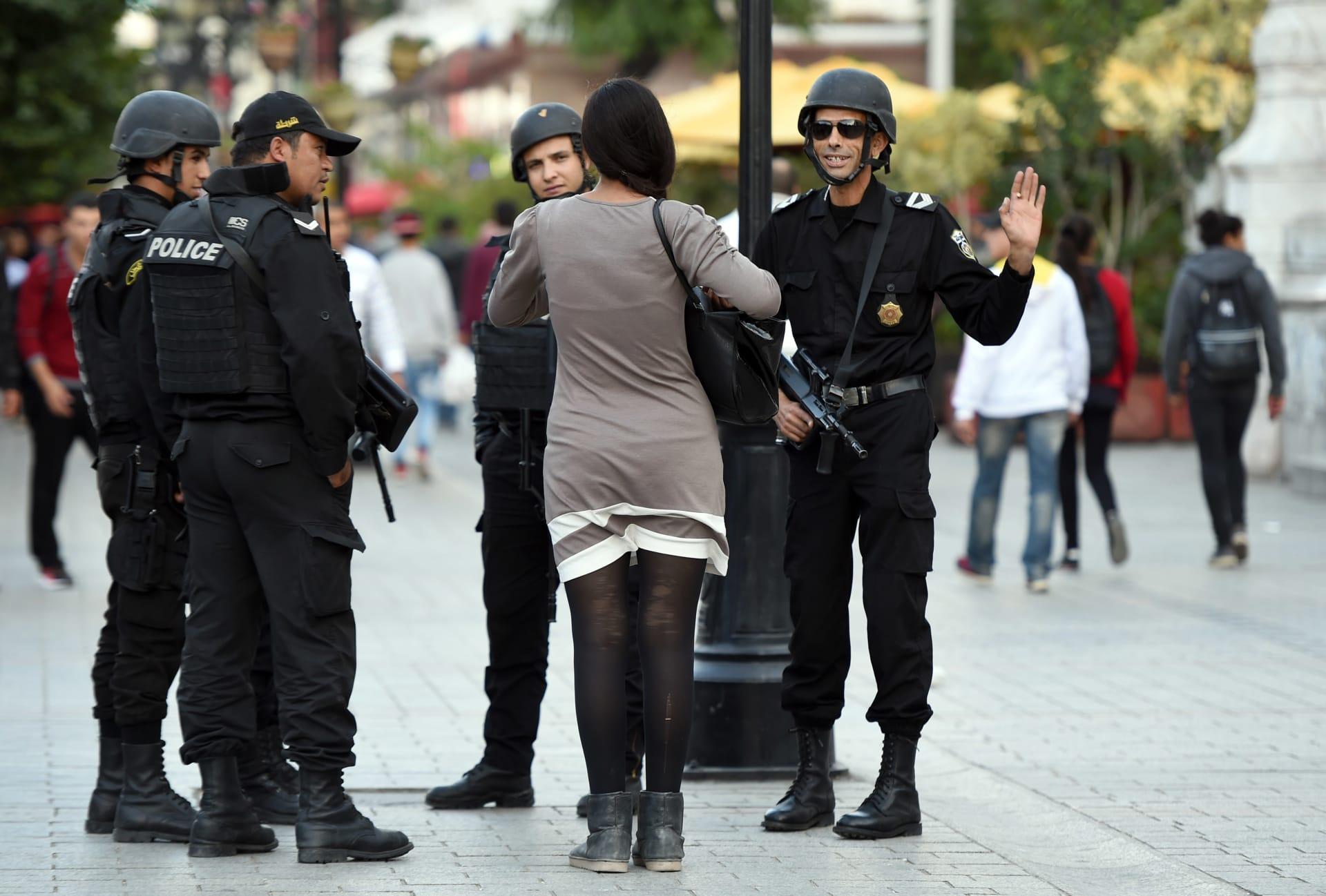 امرأة تفجر نفسها بشارع الحبيب بورقيبة بالعاصمة التونسية