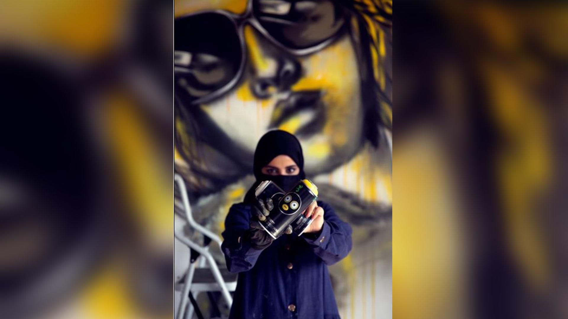 على جدران الرياض.. ما الذي تعكسه رسومات فنانة الغرافيتي السعودية؟