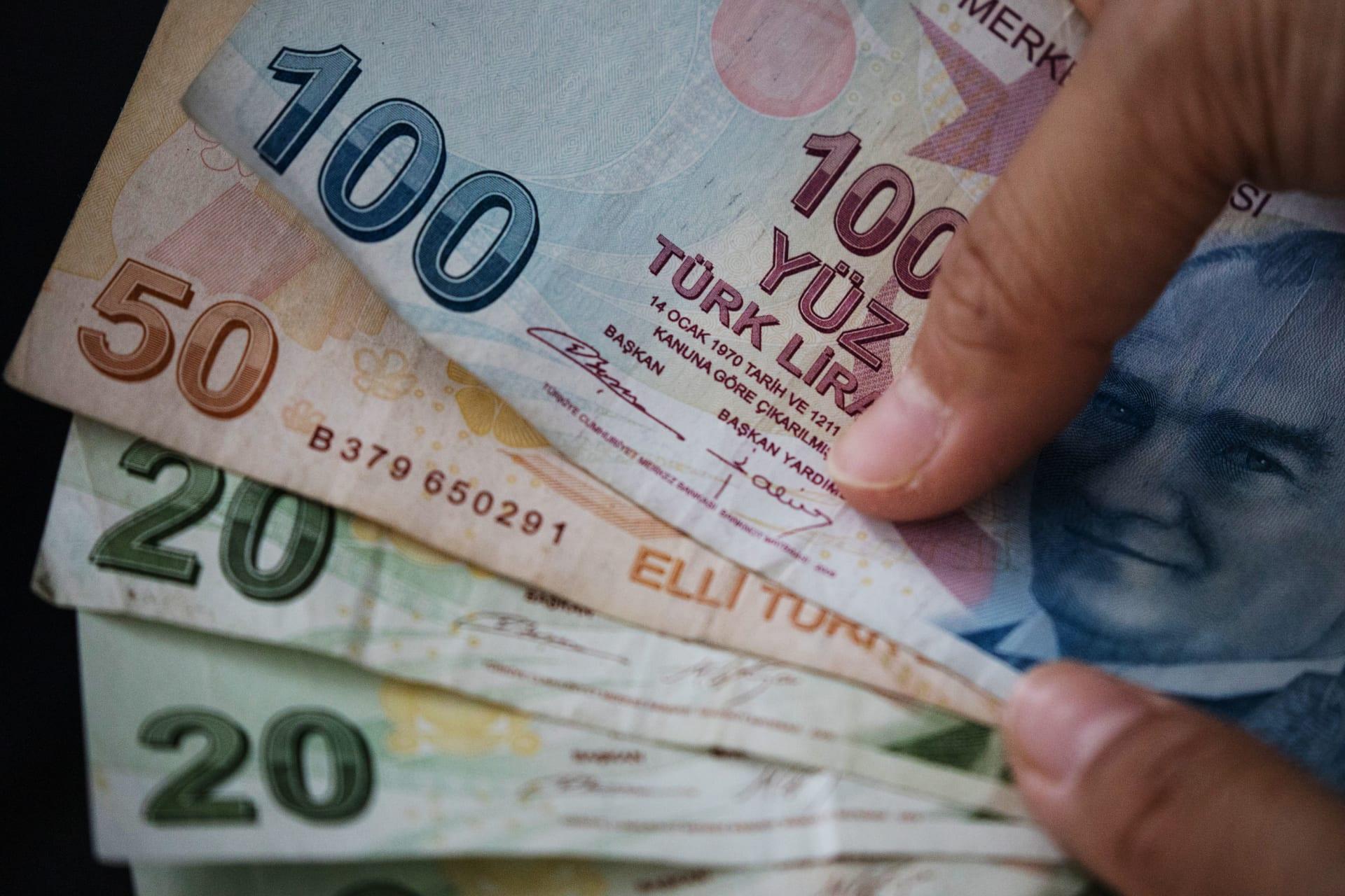 الودائع الأجنبية تفقد 18 مليار دولار في تركيا.. والتضخم يقفز