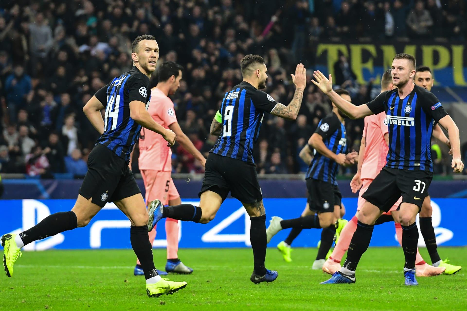 """إنتر ميلان يخطف تعادلا """"قاتلا"""" من برشلونة ويحرمه من ضمان التأهل"""