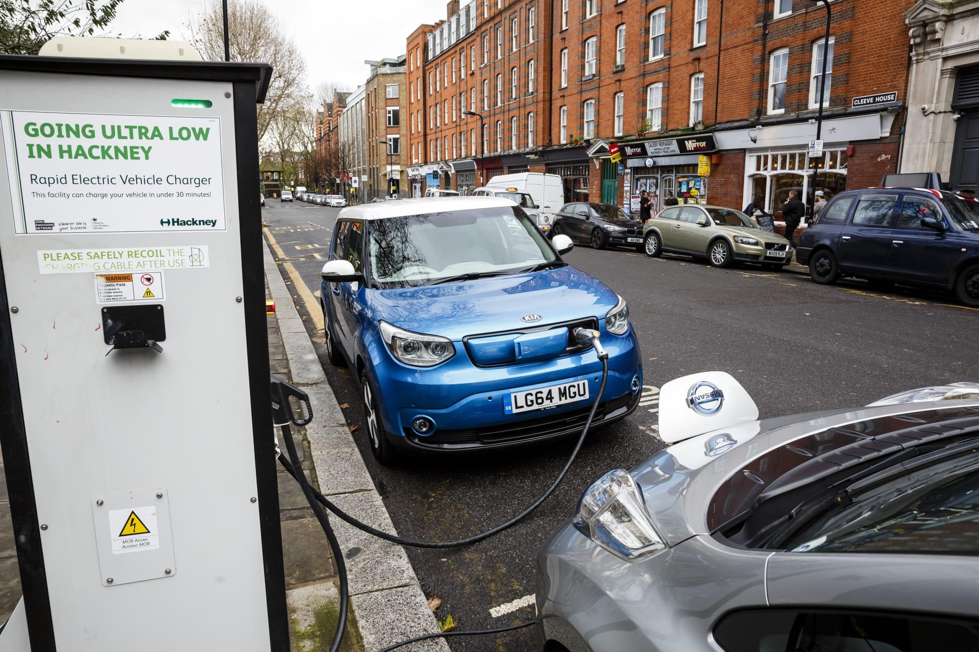 تسلا قد تفقد عرش السيارات الكهربائية