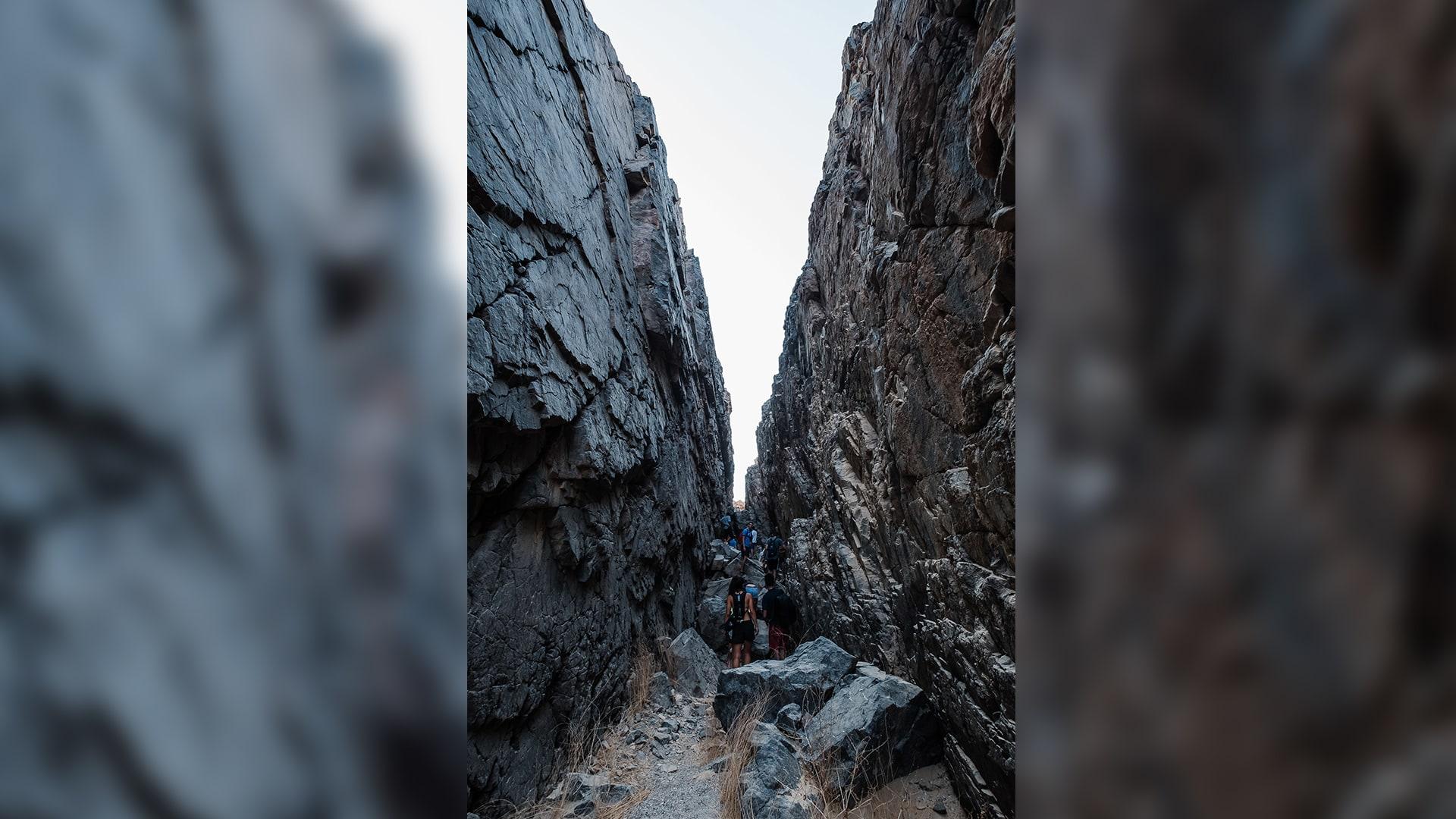 فريق المشي على الجبال يبرز جانباً آخراً لمدينة الجونة.. فما هو؟