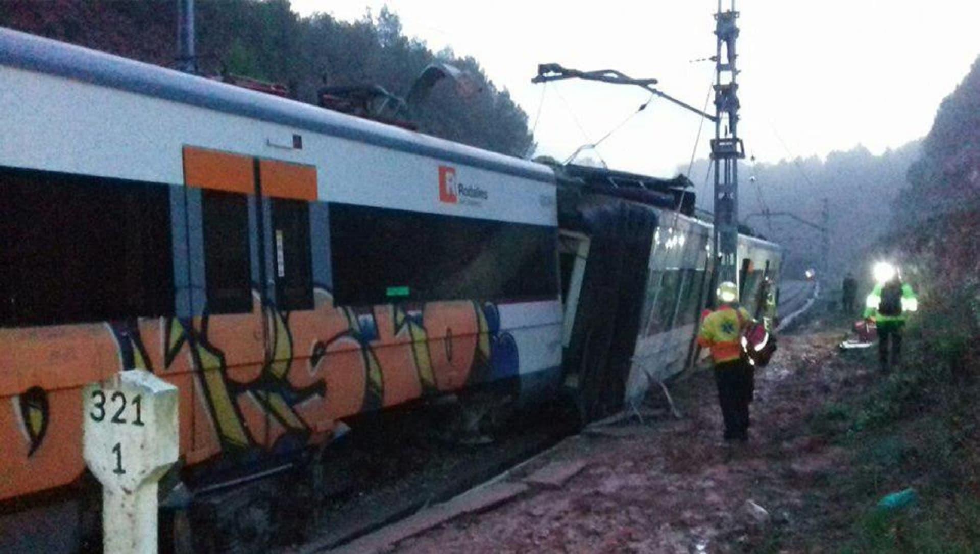 مصرع شخص وإصابة 6 في خروج قطار ركاب برشلونة عن مساره