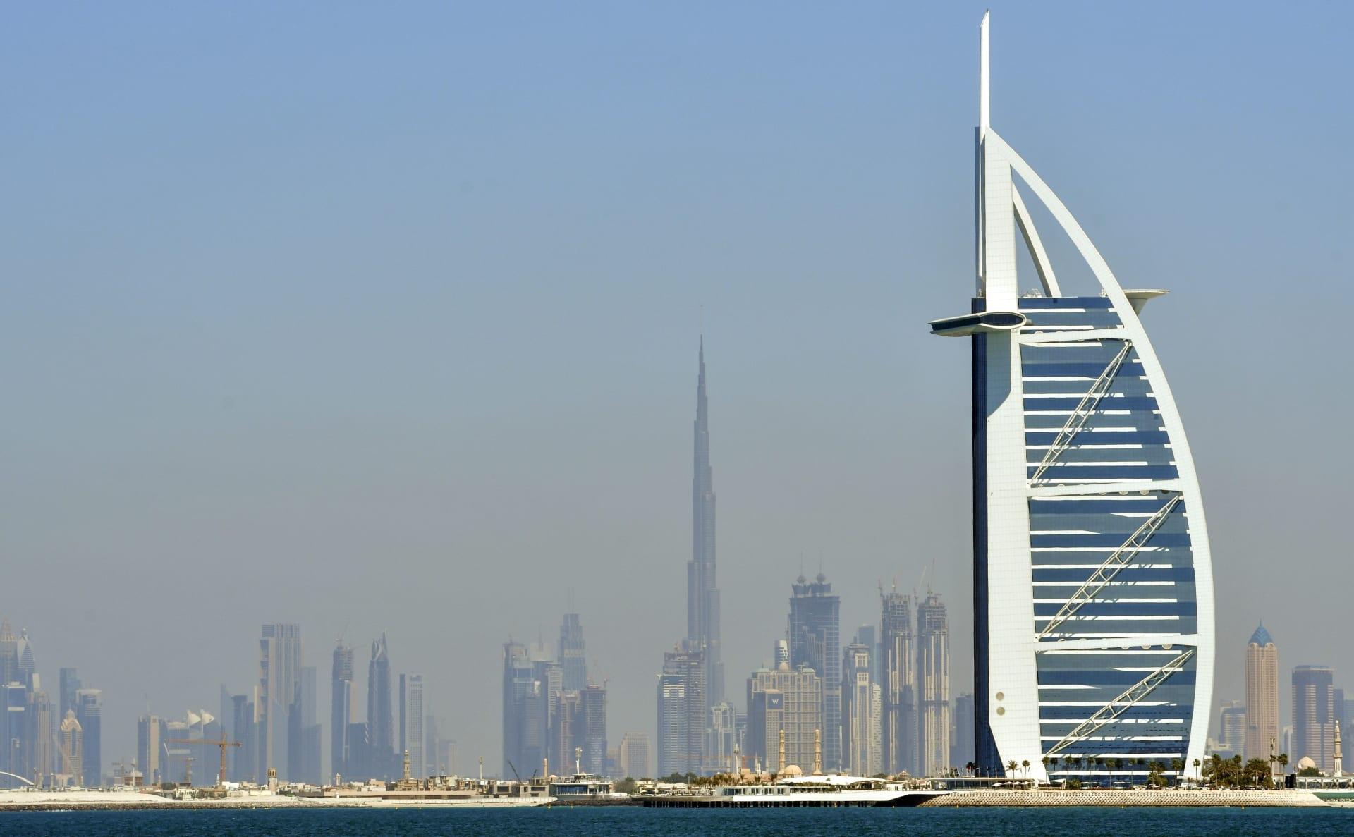 مجلس الوزراء الإماراتي يعتمد منح تأشيرات للمستثمرين وفئات أخرى