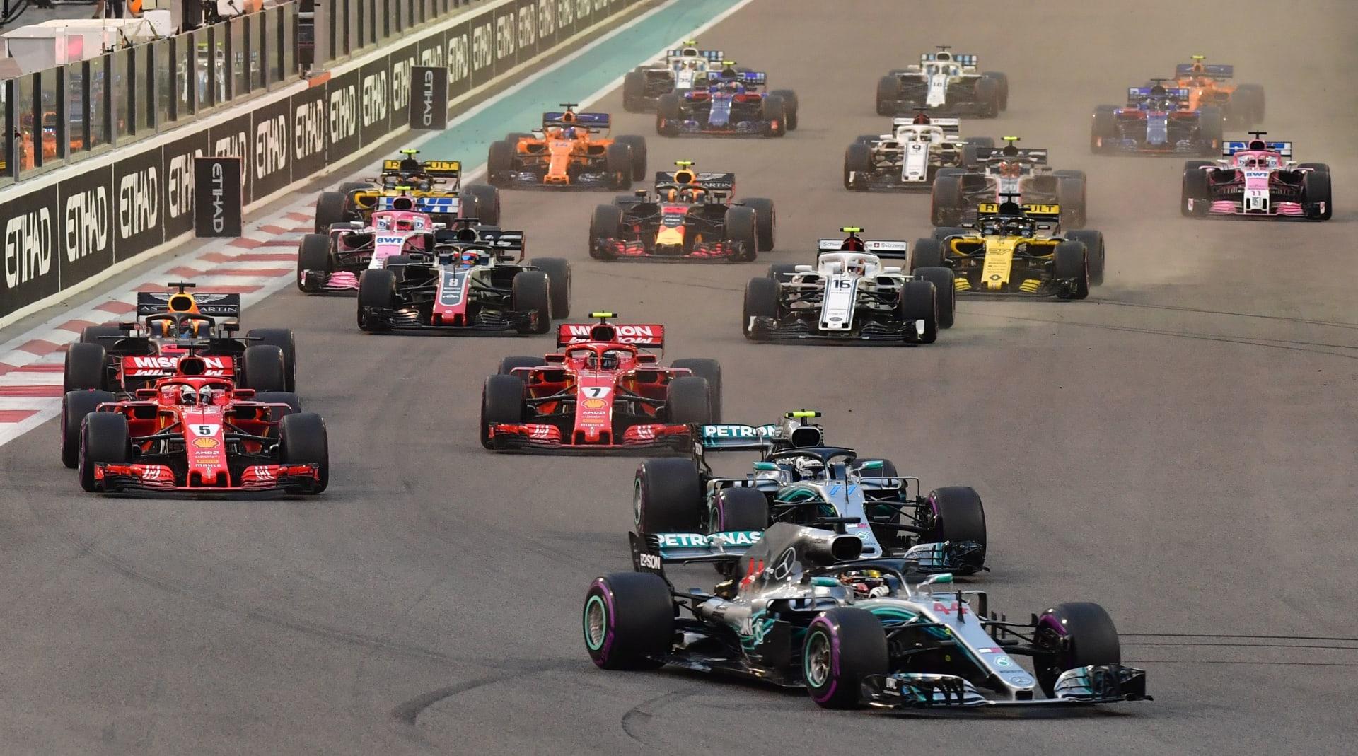 ولي العهد السعودي يشهد سباقات بطولة فورمولا 1 في أبوظبي