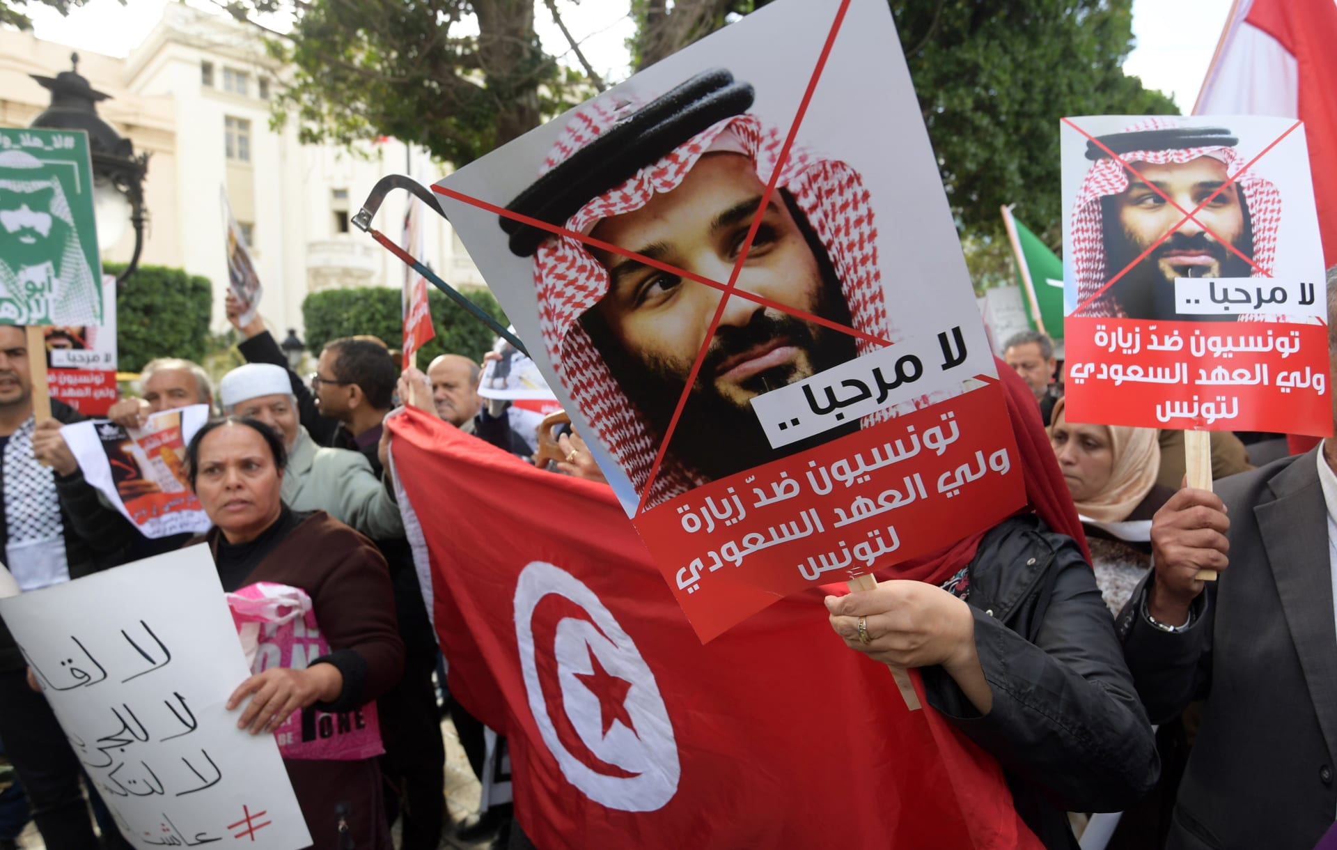 محمد بن سلمان يصل تونس وسط احتجاجات ضد زيارته