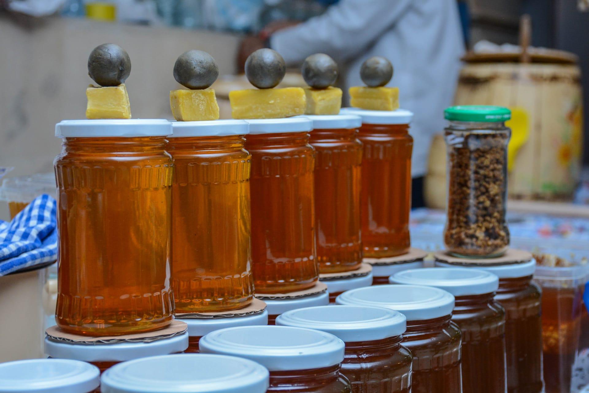 هذا السائل ذهبي يُستخدم لأغراض طبية في أذربيجان.. ما هو؟