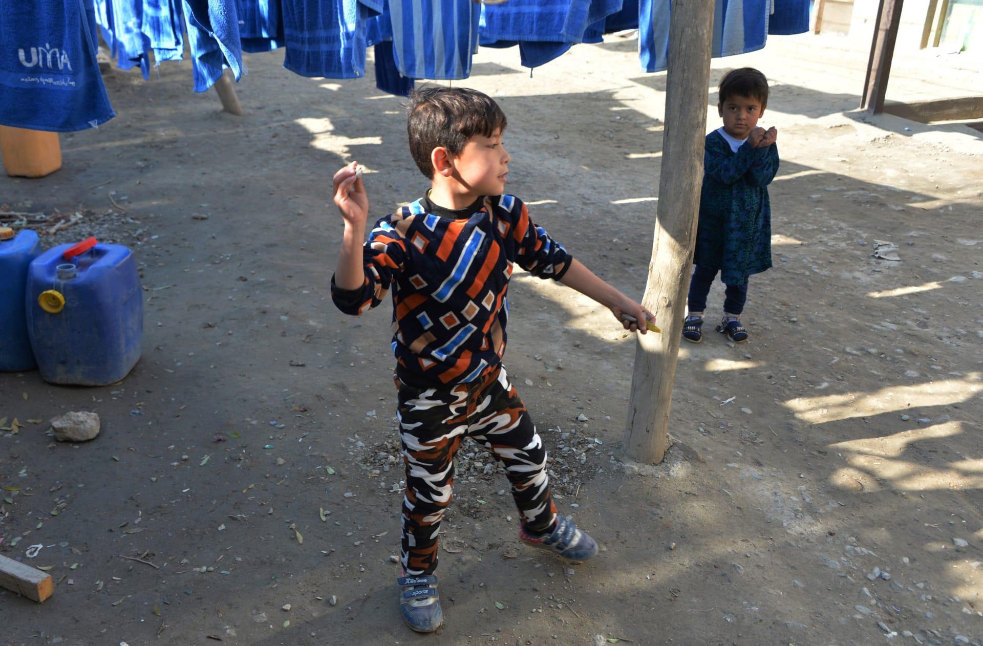 """بعدما هرب من طالبان..هكذا يعيش """"الطفل ميسي"""" بأفغانستان"""
