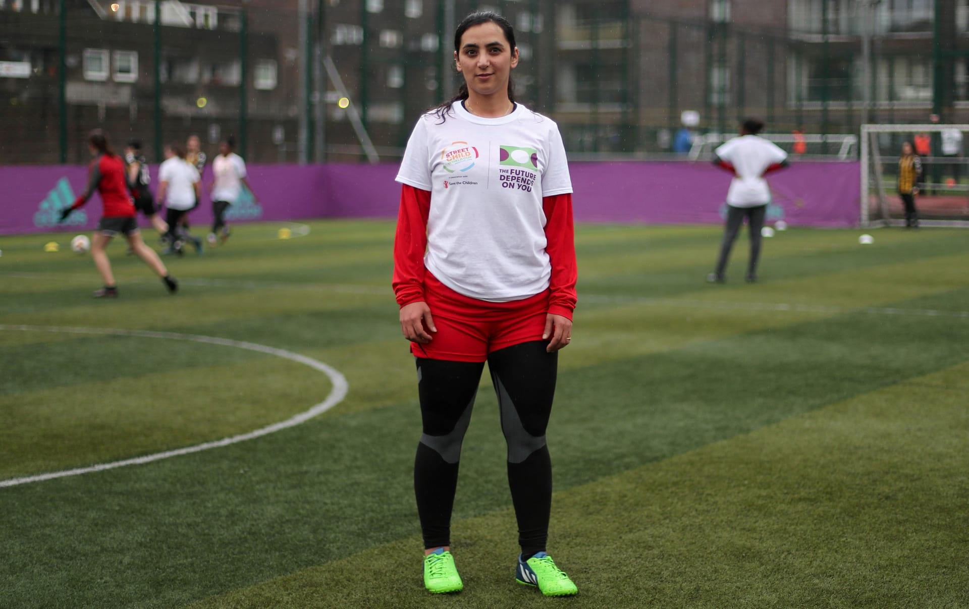 تهديدات بالموت بسبب ممارستها لكرة القدم.. هذه هي قصة الأفغانية خالدة بوبال